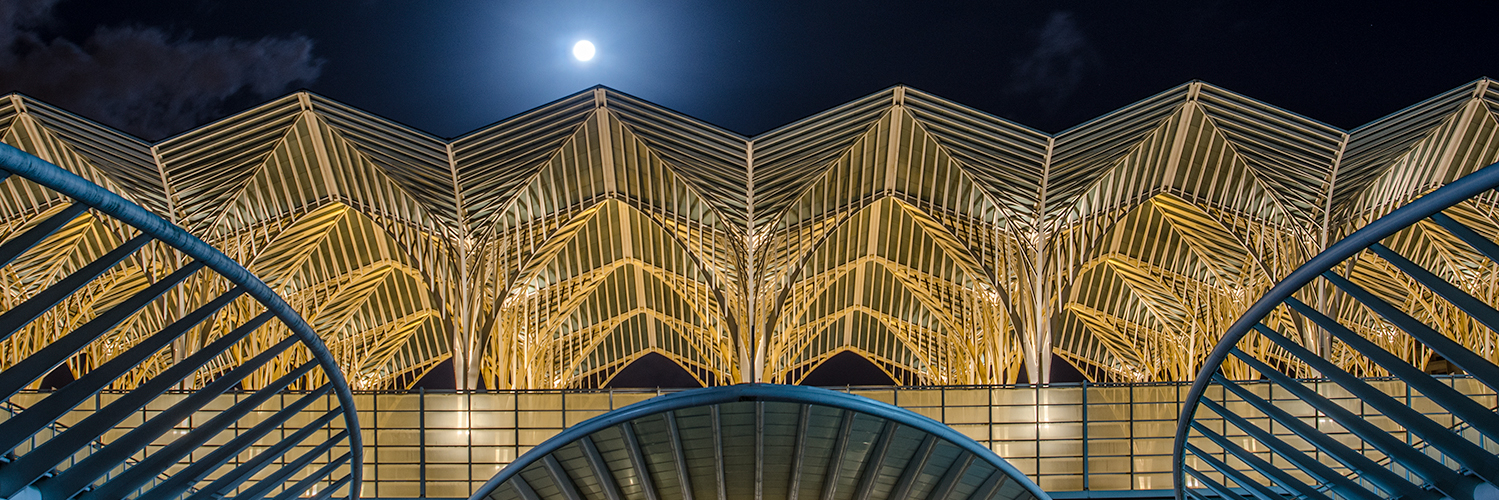 Lisbon sightseeing with Lisbon photo tour - Oriente Train Station