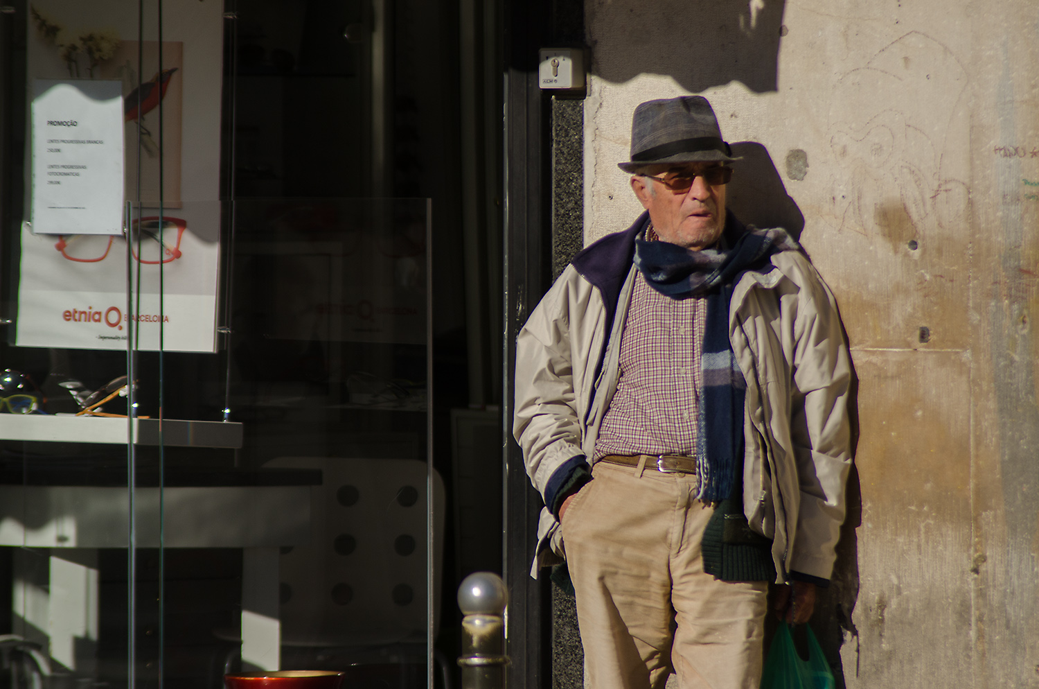 The photo of this old man was taken during a photo tour in Lisbon. Something draw my eye to him, probably the cool hat. My first attempt framed the composition too wide. Your eye strugles to stay with the man but ends up wondering off.