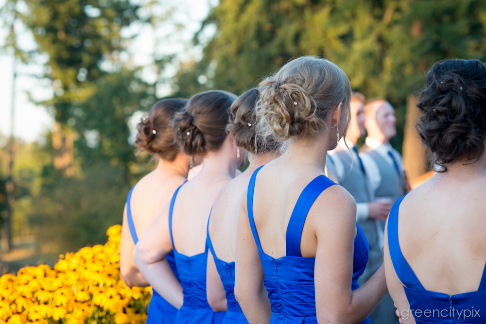 Up-do, I do. I love the loosely knotted up-dos on these bridesmaids.