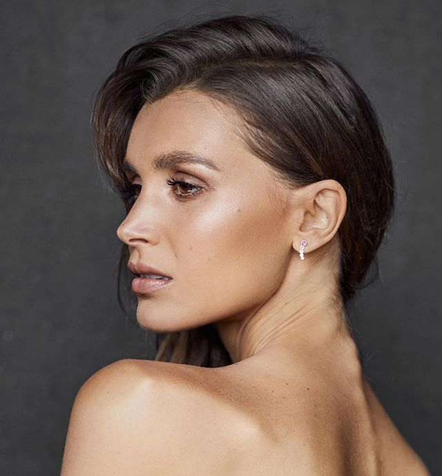 Hair and makeup by me // loved working with this wonderful team @alexandraphillipsphotography @oliviaarezzolo  Using: @rmsbeauty living luminizer  @hourglasscosmetics luminous bronze light bronzer @beccacosmetics foundation @maccosmeticsaustralia lipstick in half and half