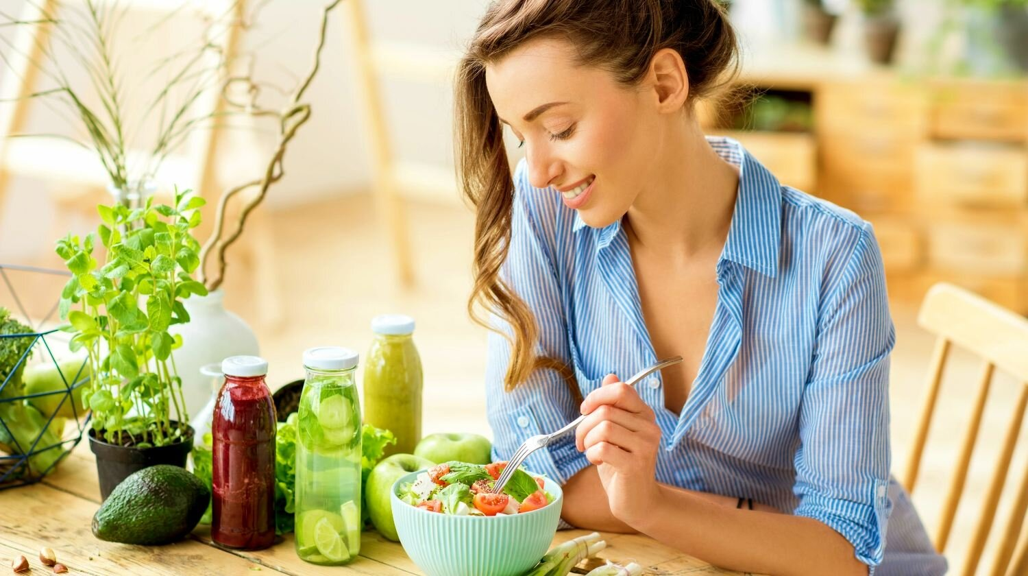 young-happy-woman-eating-healthy-salad-clean-ur-colon-ss-Featured.jpg