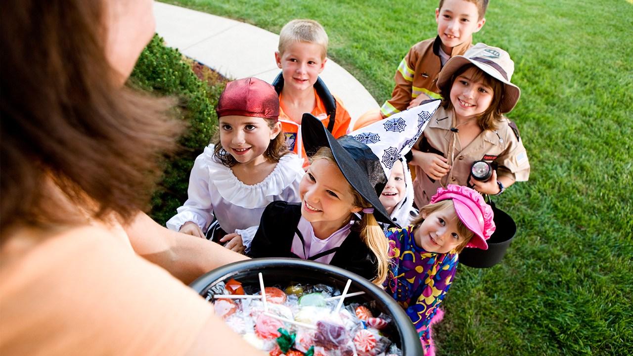 halloween-candy-children-trick-or-treating_1538413441894_404644_ver1.0_57732451_ver1.0.jpg