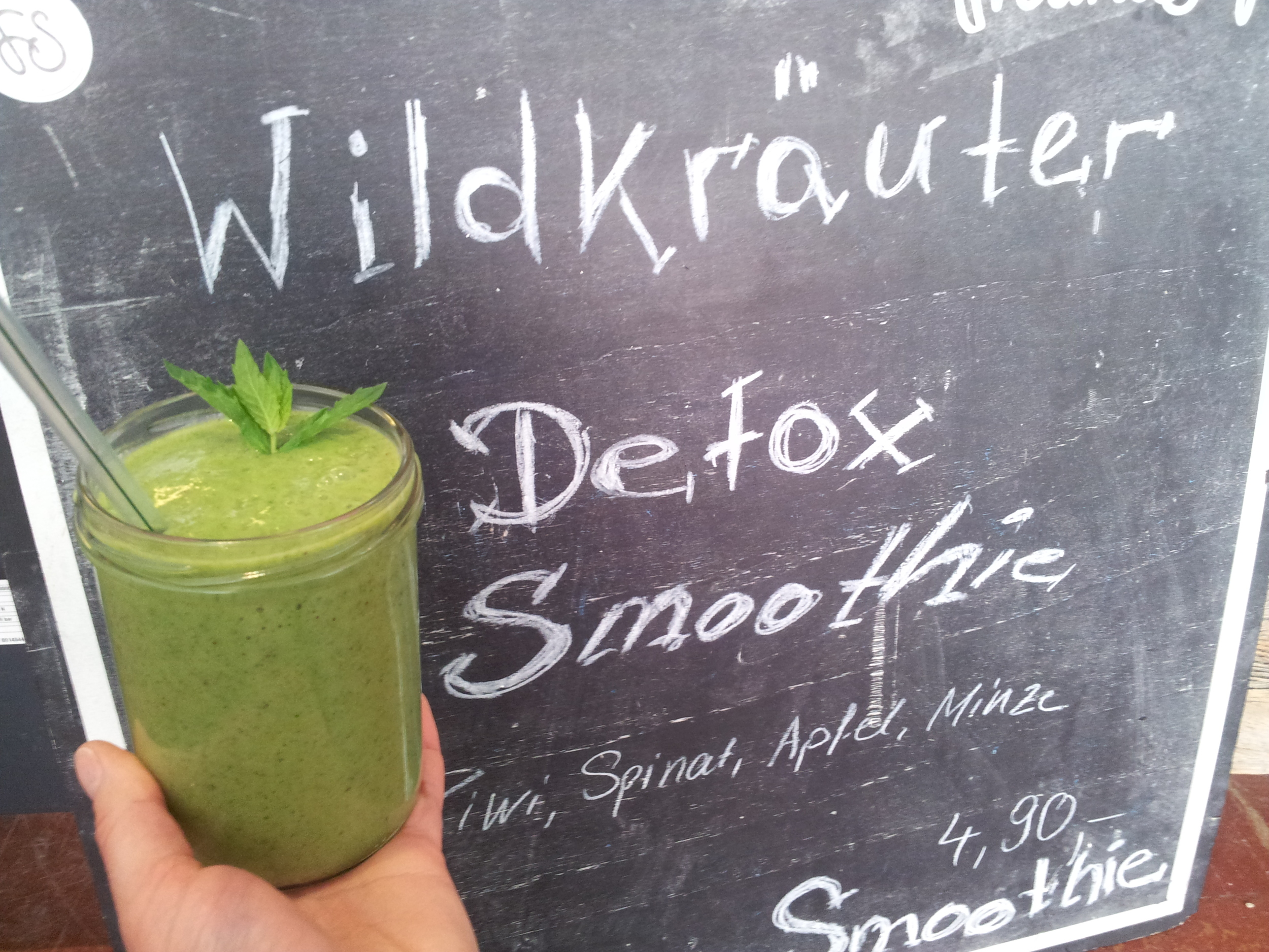 Back in Freiburg I got to enjoy lavishly a wild herb green smoothies at Freundsaft in Freiburg, Germany