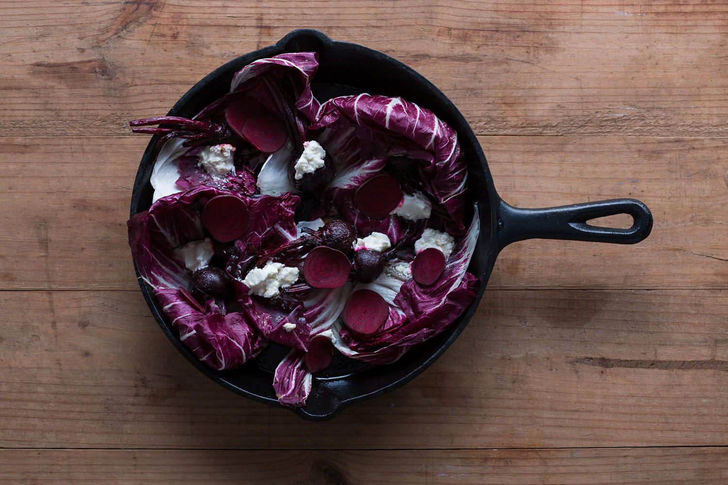 photograph-of-pot-and-pan-culinary-tailoring-beetroots-and-radicchio-taken-by-sarah-anderson-photography