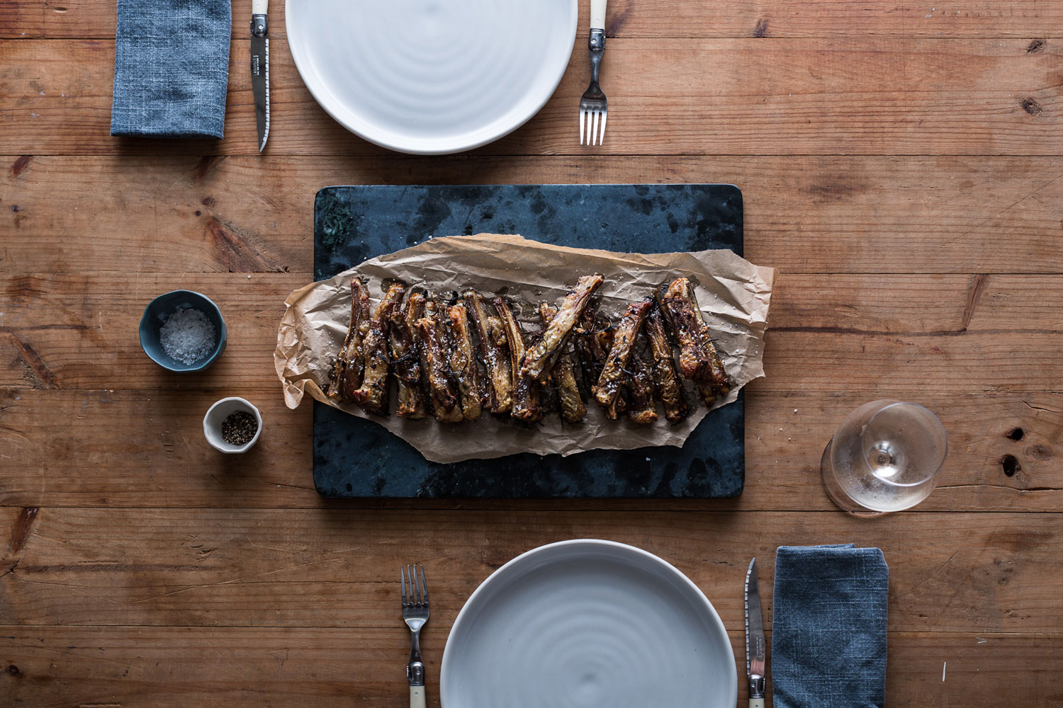 photograph-of-pot-and-pan-culinary-tailoring-ribs-photography-by-sarah-anderson-photography