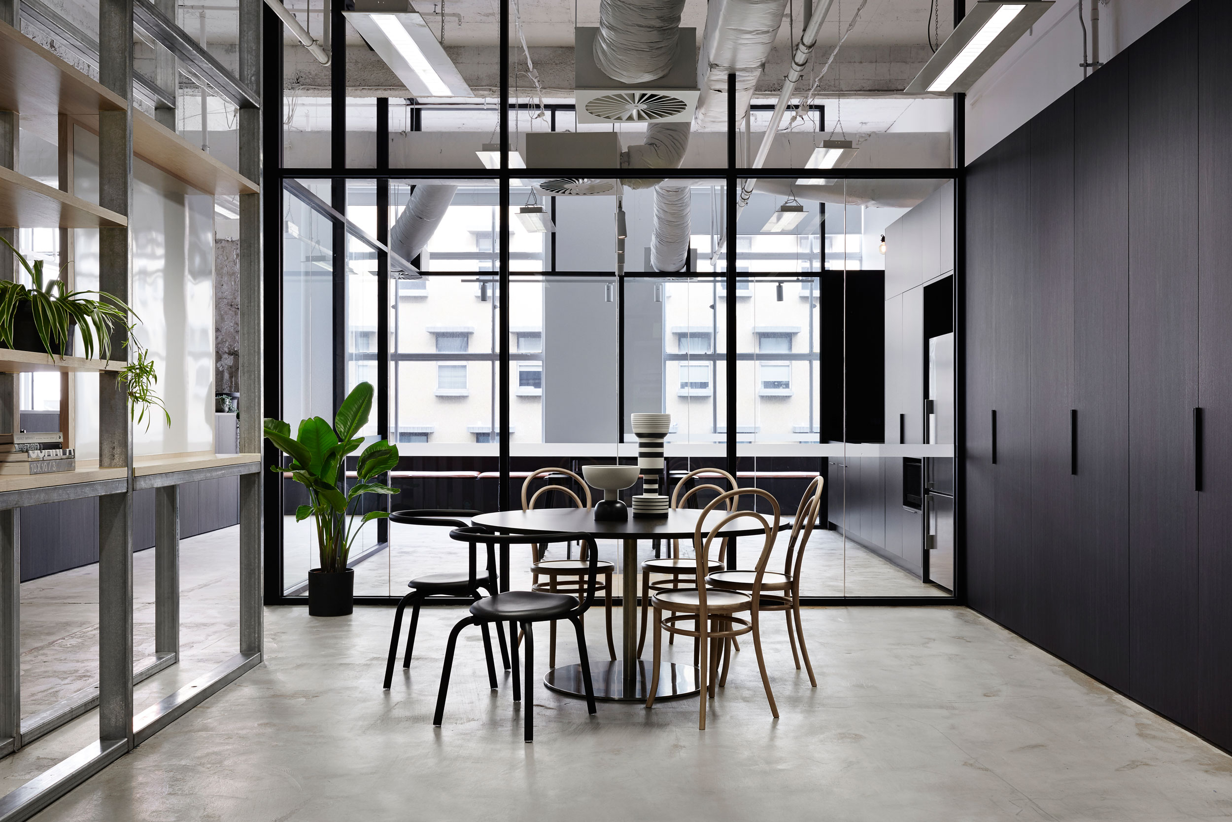 Interior_dining_area_at_Fleetwood_office_in_Melbounre_photography_by_Sarah_Anderson_for_Studio_Esteta