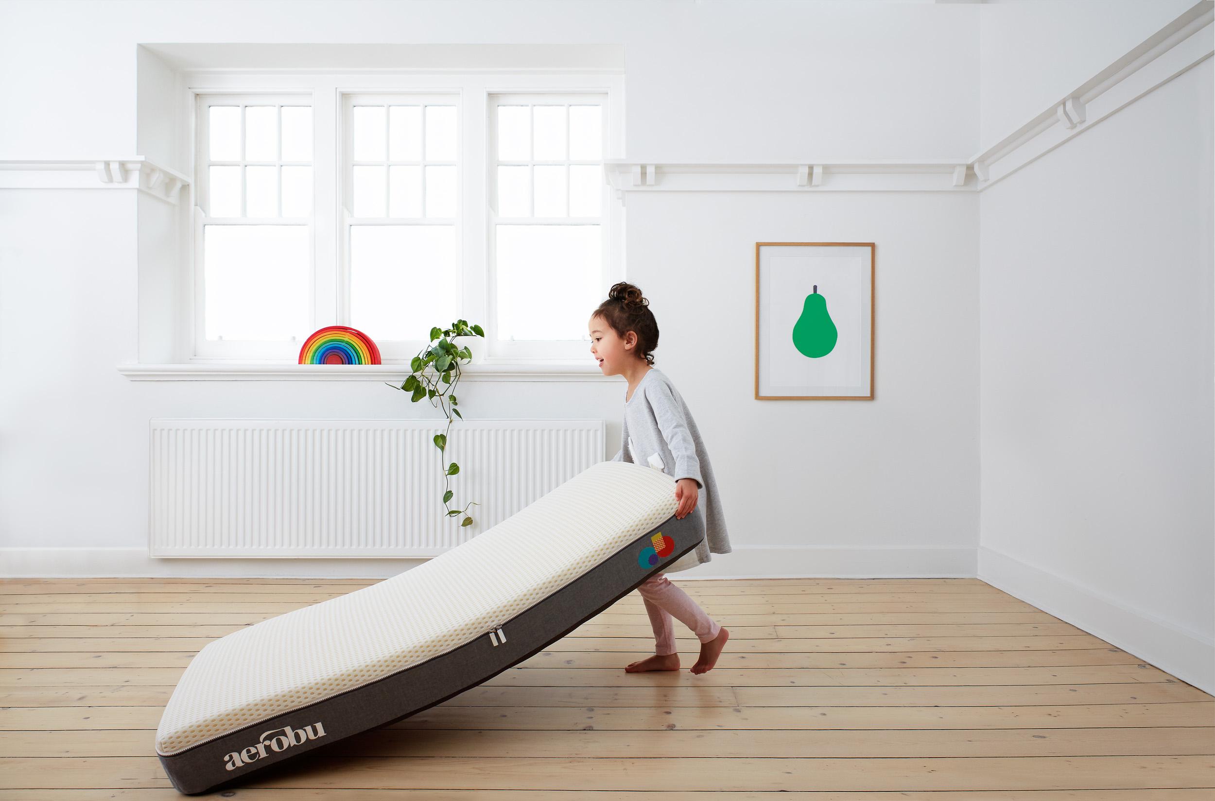 Sarah_anderson_photography_Aerobu_baby_mattress_dragging