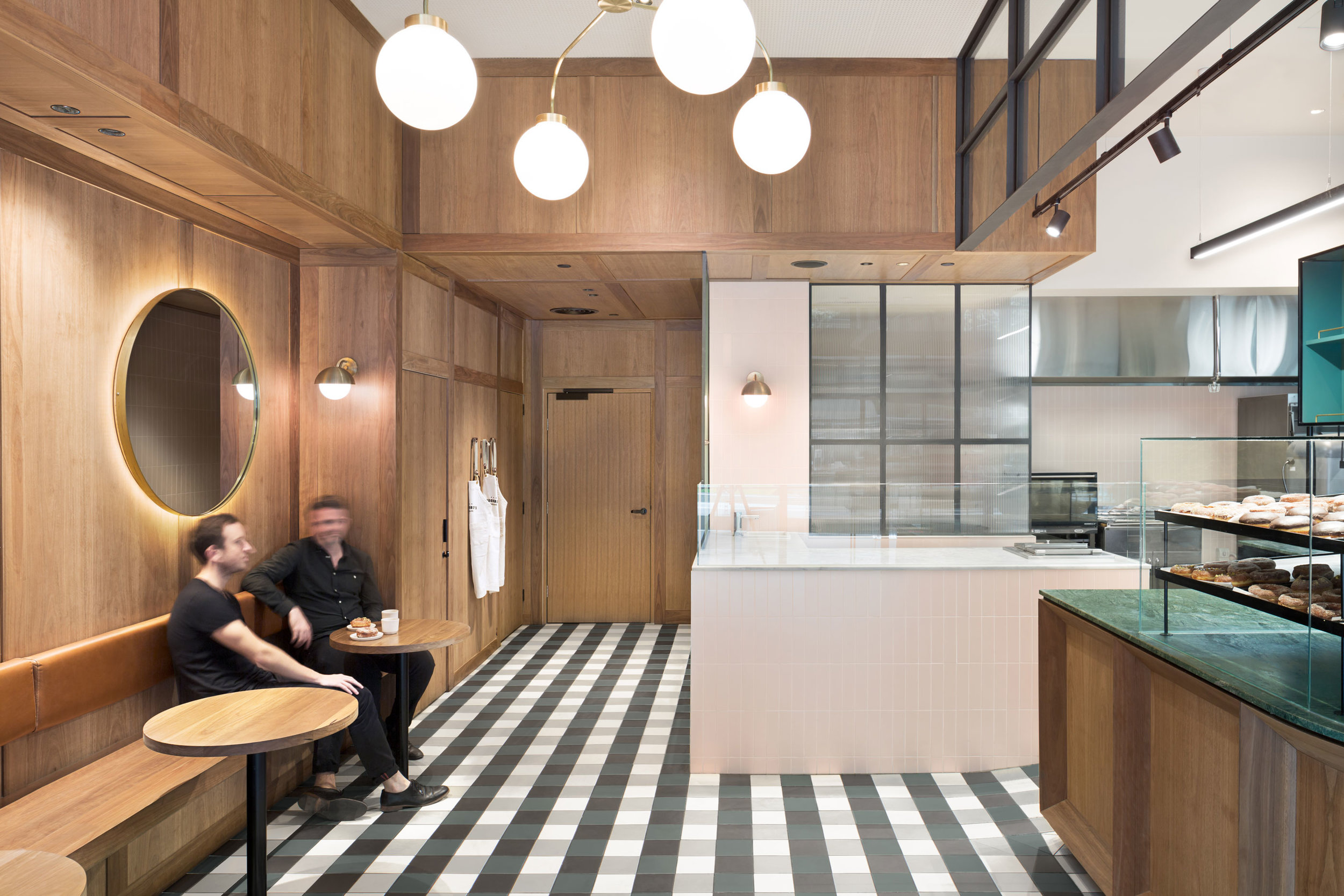 photography_by_sarah_anderson_photography_of_dough_boys_doughnut_making_station_and_seating_by_studio_esteta