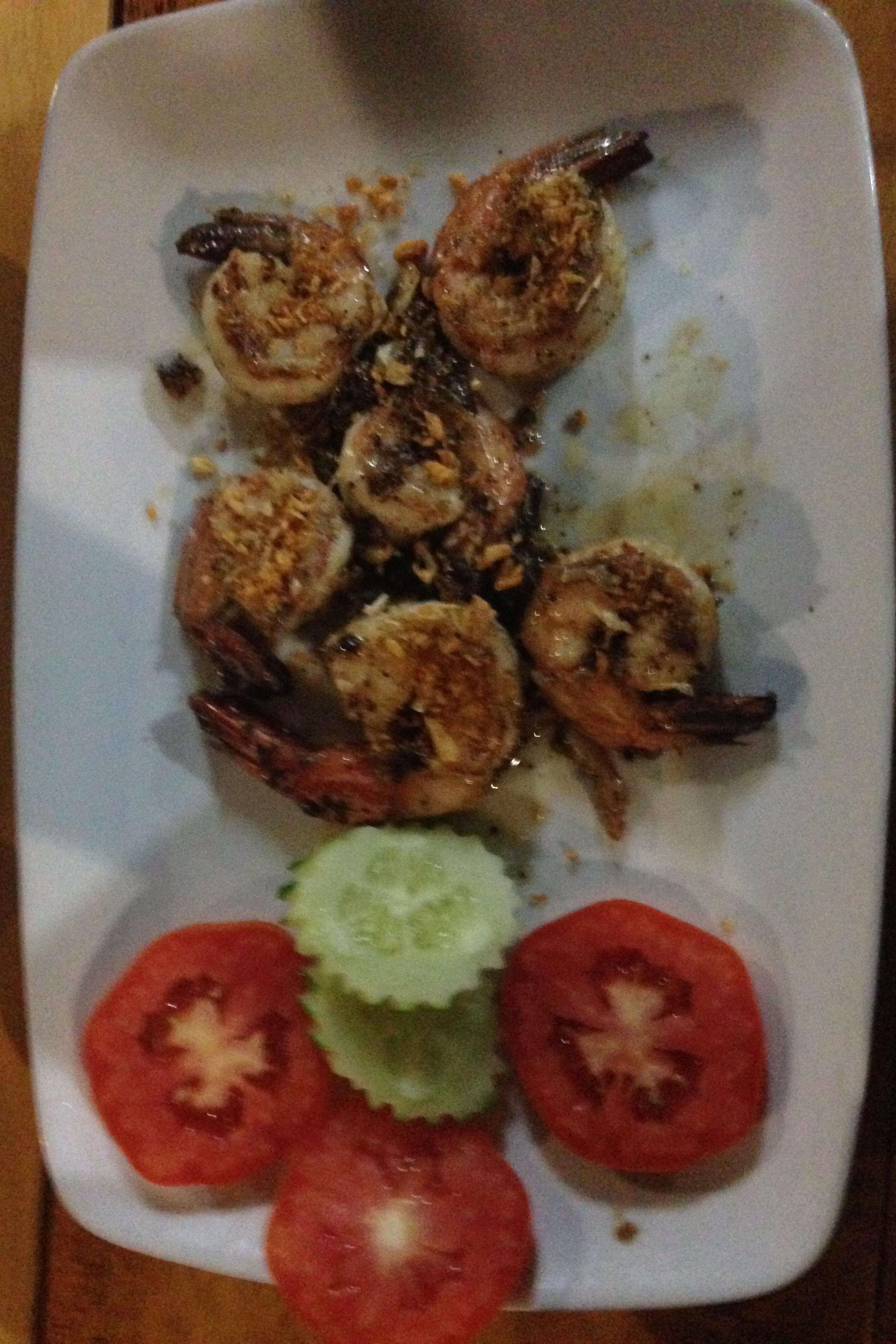 Goong tod gratiam prik thai/garlic shrimp. Krevety s pepřem a česnek, nad očekávání výýýtečné.