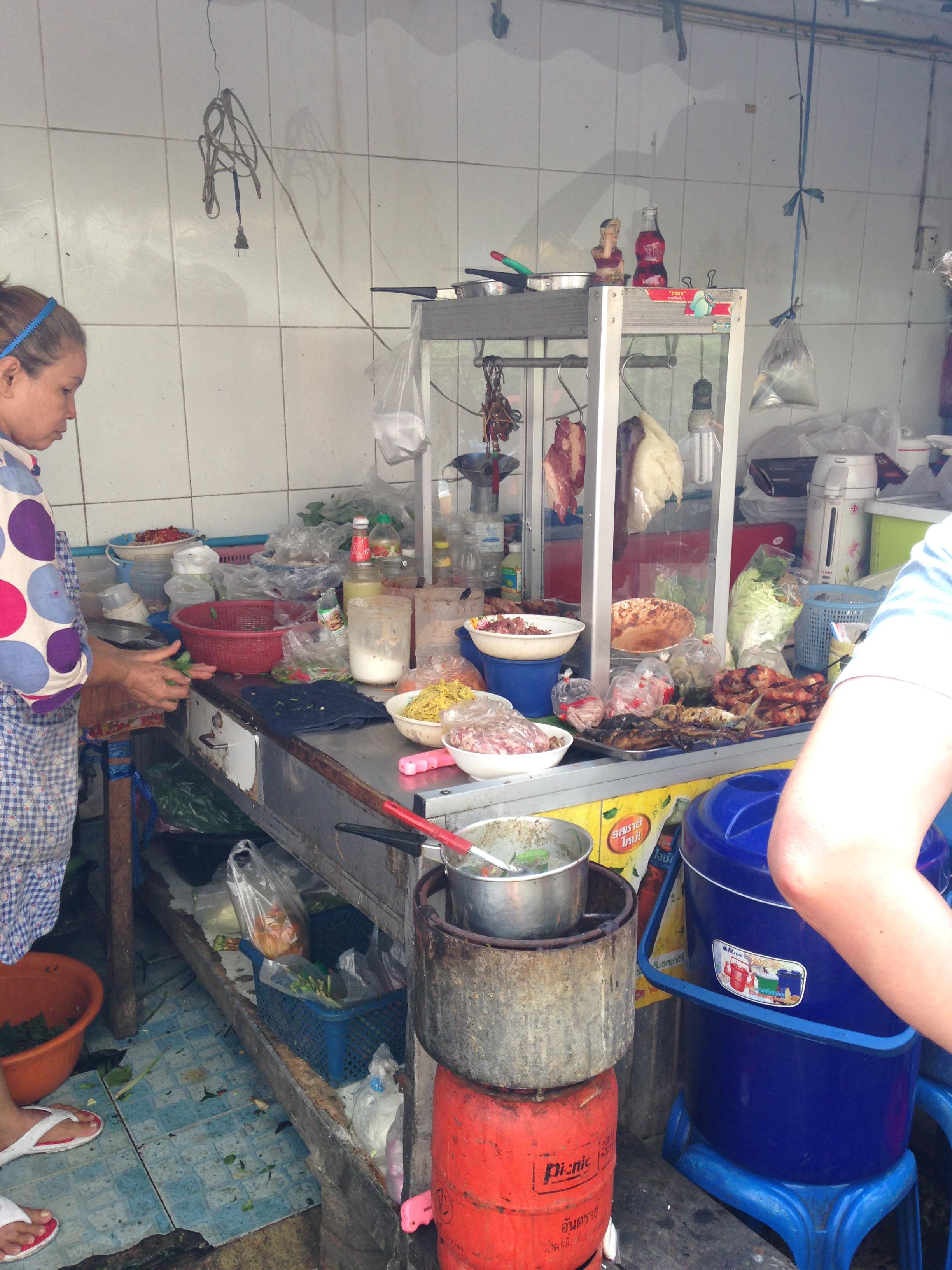 ... když se místní zmůžou na kuchyni, nejen stánek...