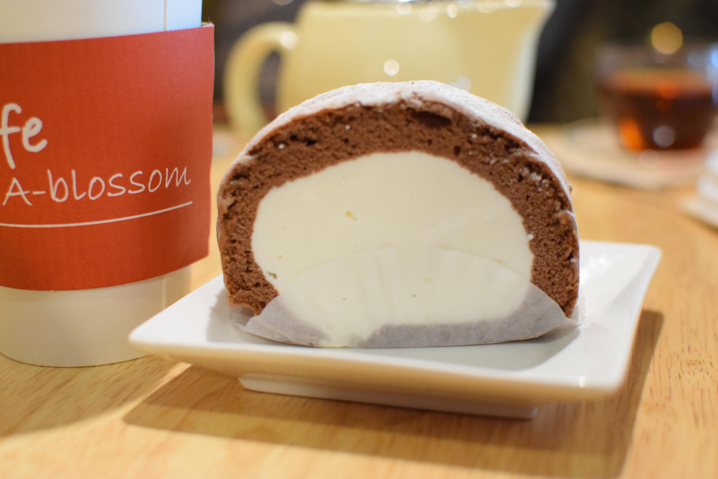 roláda plněná zmrzlinou, častý dezert