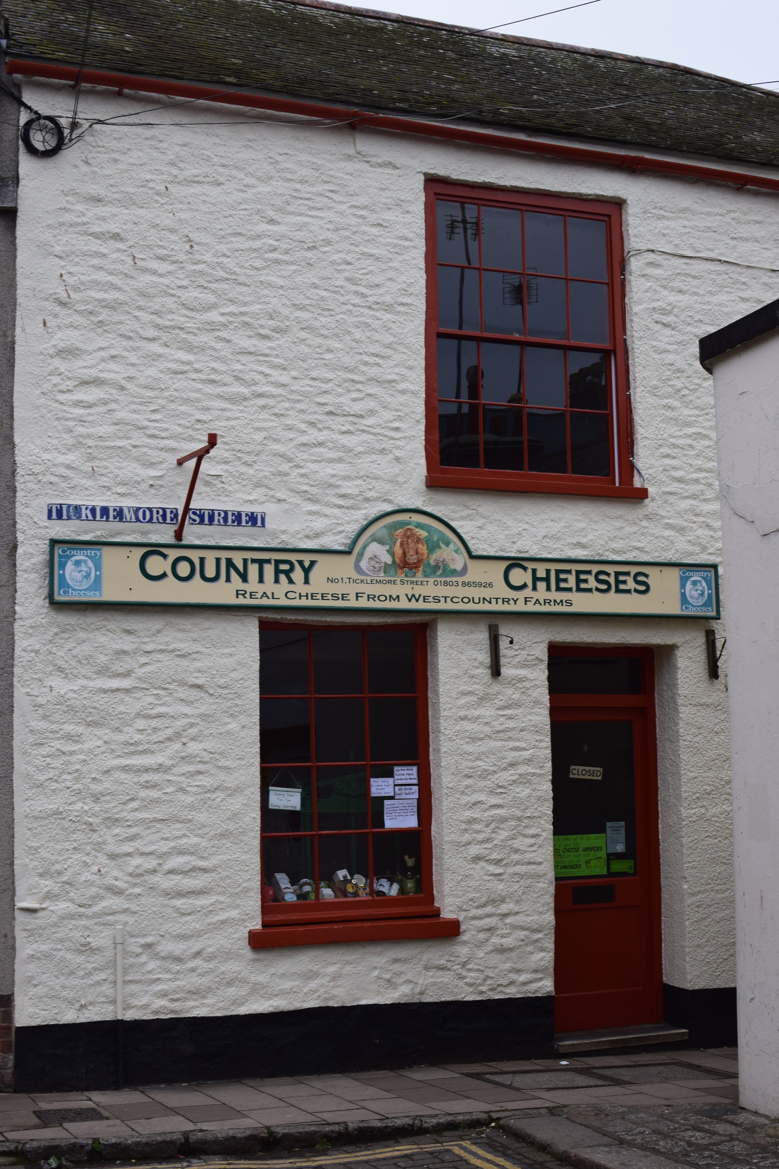 http://www.countrycheeses.co.uk/index.html