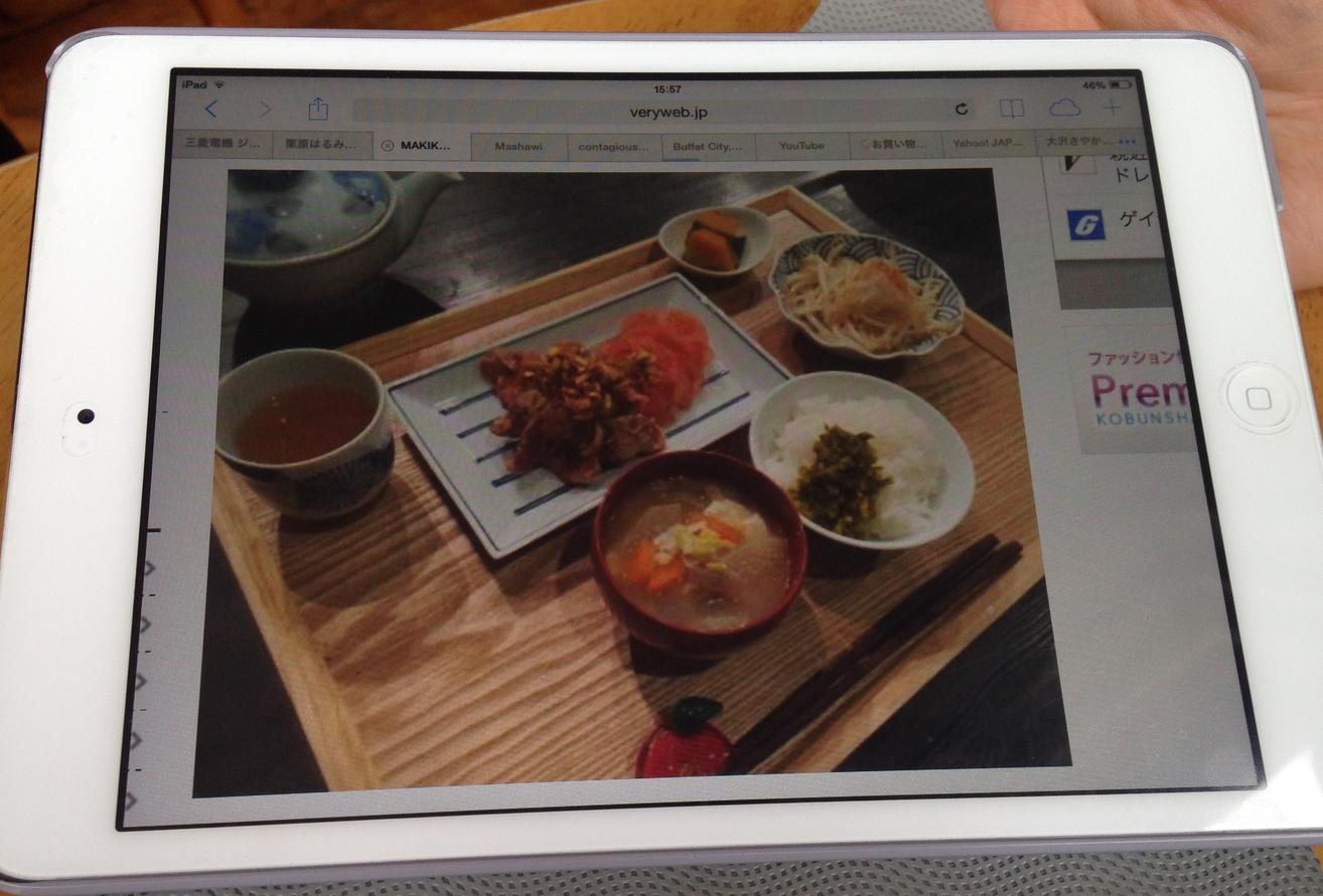 Yuko mi vygooglila ukázku tradiční japonské snídaně, natto je uprostřed