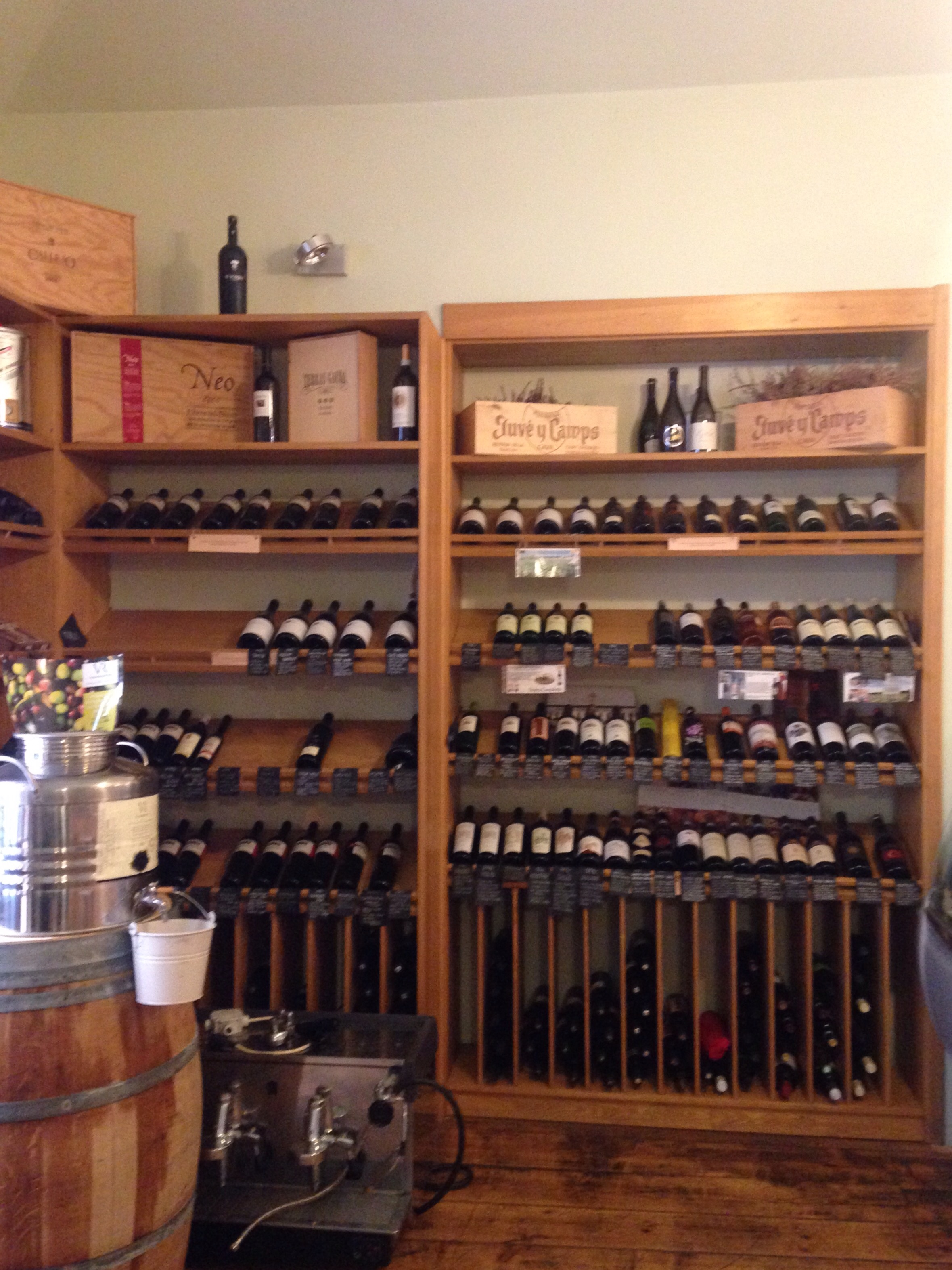 vína moravská, francouzská, španělská, italská...