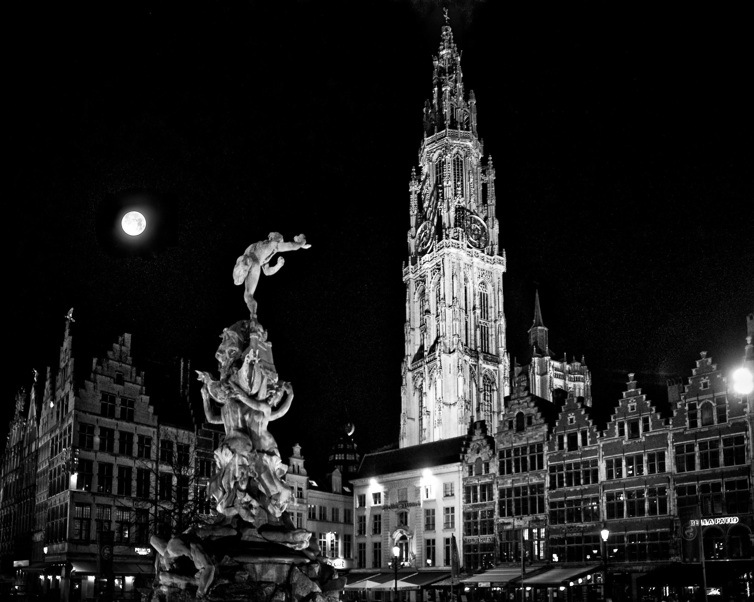 (h)Antwerp to the moon.jpg