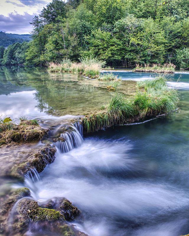 One of the amazing waterfalls of the river #Mreznica • • • • #river #waterfall #myfujifilmlegacy #croatia #croatiatravel #nature #longexposure #water #cold #fujifilmxt3 #fujifilmxseries #fujifilmbelgium #landscapephotography #landscape