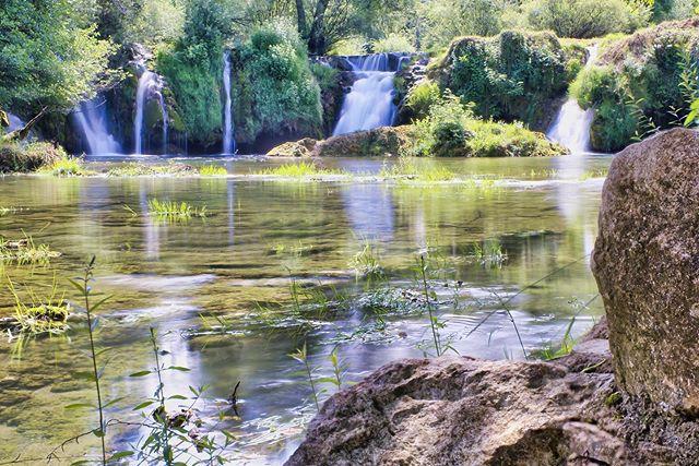 The water falls in #rastoke #croatia . • • • • • • • #waterfall #waterfallhike #waterfalling #rocks #slunj #rastoke_croatia #croatiatravel #fujixt3 #fujifilmxseries #fujifilmbelgium #myfujifilmlegacy #travel #hiking #hikingtheglobe #longexposure