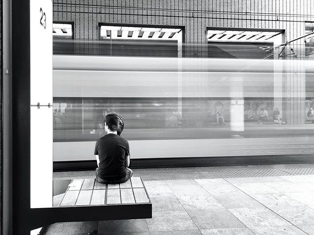 Deze keer: Smartphone fotografie all the way! Beluister zeker ook onze podcast hierover:  http://www.viewfinder.be/podcast/12-smartphone-fotografie-all-the-way • • • • •  #antwerpen #antwerp #belgium #instantwerpen #visitantwerp #shotoniphone #smartphonepics #iphonography #city #centraalstation #lights #white #black #citylife #thisisantwerp #anvers #amberes #picoftheday #antwerptoday #longexposure_world #longexposures #stadantwerpen #station #spectreapp