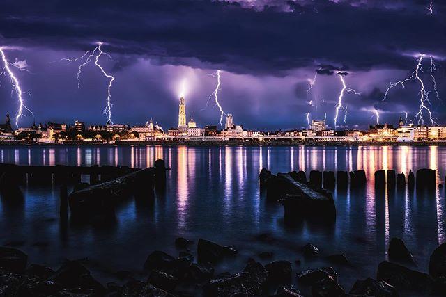 Lightning above Antwerp. (Composite) • • • • • • #antwerpen #antwerp #belgium #instantwerpen #visitantwerp #fujifilm_xseries #fujifilm #fujixt3 #city #cityscape #landscape #lights #white #red #citylife #thisisantwerp #anvers #amberes #picoftheday #antwerptoday #fuji #skiesofantwerp #lightning #storm #schelde #cathedral #clouds #visitantwerp