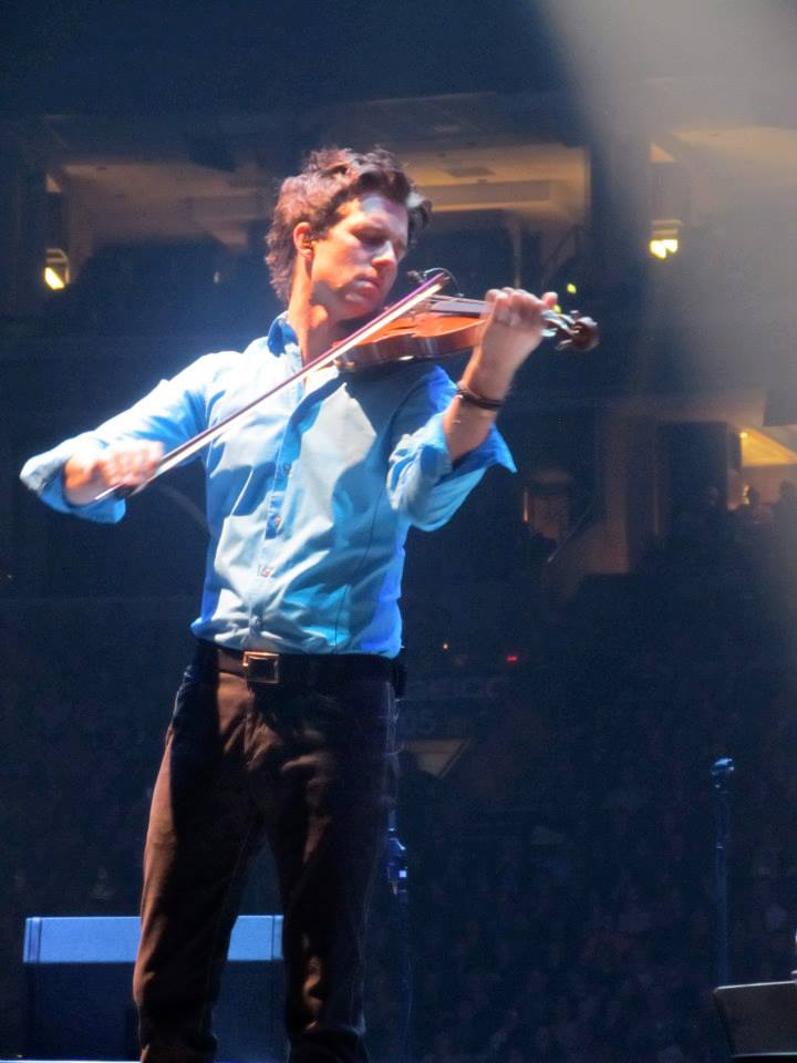 November 3, 2013 Performing at Wells Fargo Center, Philadelphia, PA. In The Round Tour   Photo courtesy of MychaelaB (@kaylersx)