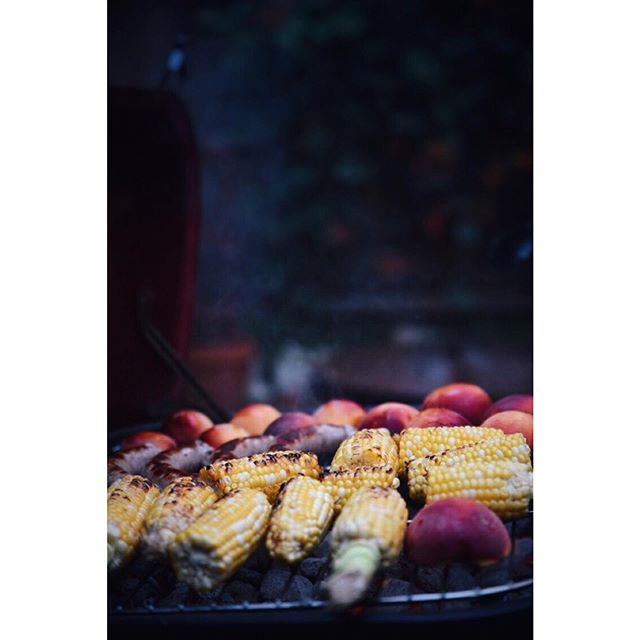 I am obsessed with grilled corn. Like mine with lime, adobo and cilantro! How do you like yours? #summerpotluck #summereats . . . . . #homechef #culinaryfirsts #livelikeyouretraveling #homecooking #potluck #chicagoeats #culinaryadventures #chicagofoodie #salad #fresh #veggielovers #vegan #healthy #healthyliving #saladlover #kitchenadventures #colorventures #diningtraveler #globalcreator #yummy #visualsoflife #eyeswoon #trytheworld #wcbceats #grilling #grilledveggies