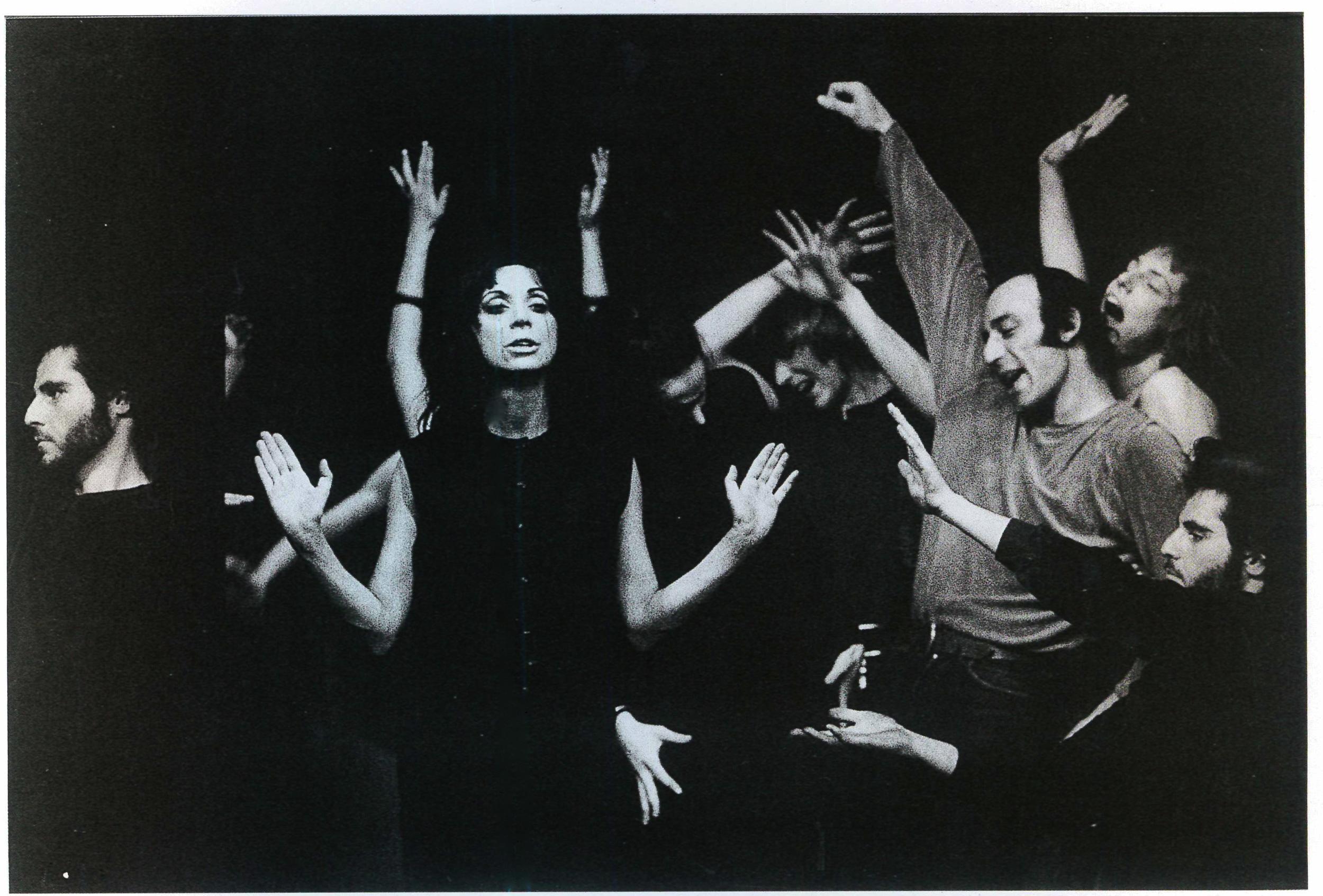 Living Theatre, scena di gruppo in  Antigone  al teatro Durini. Milano, 1967.