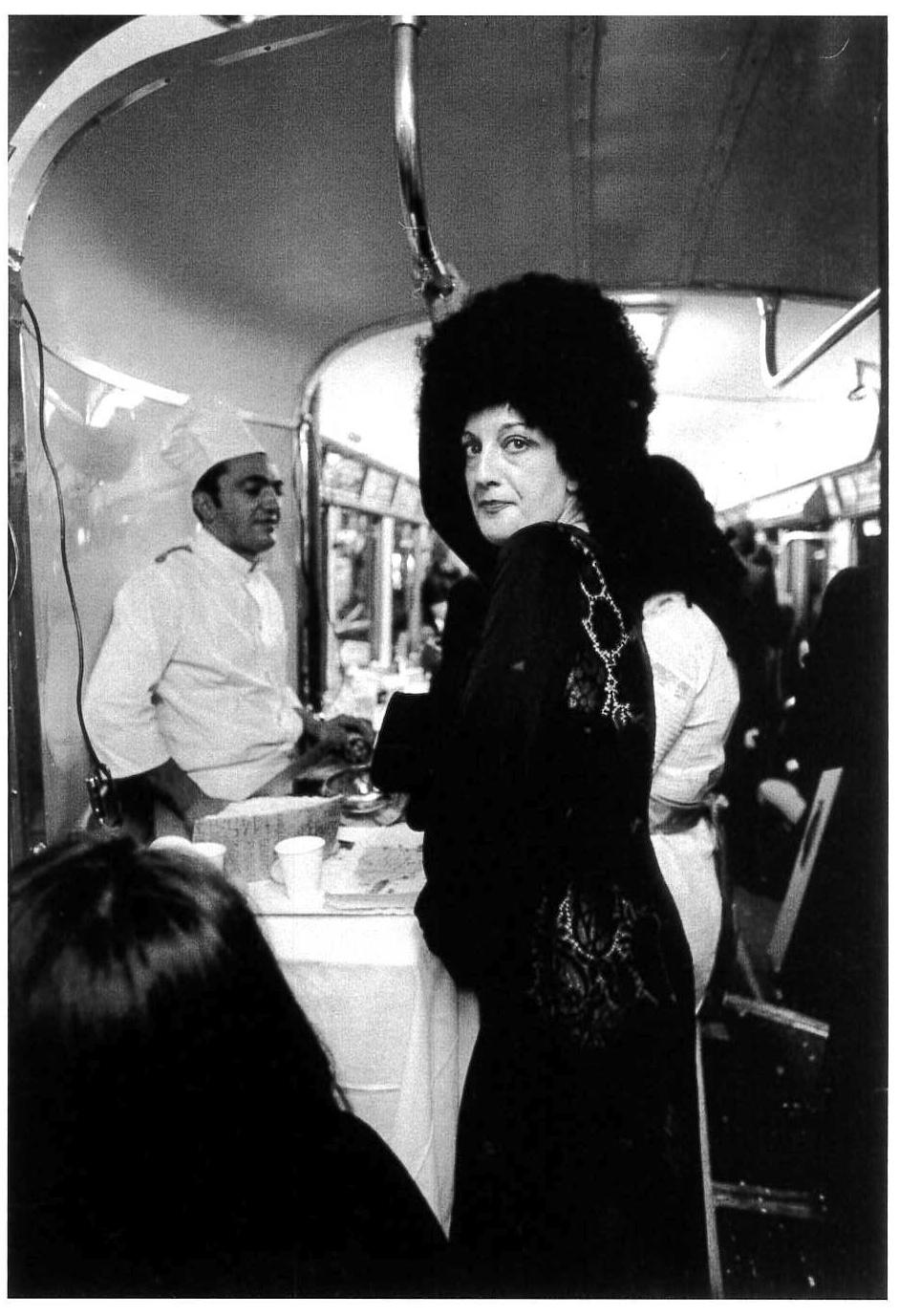 Tram, cocktail party organizzato per lo scultore Miguel Berrocal. Milano, 1971.