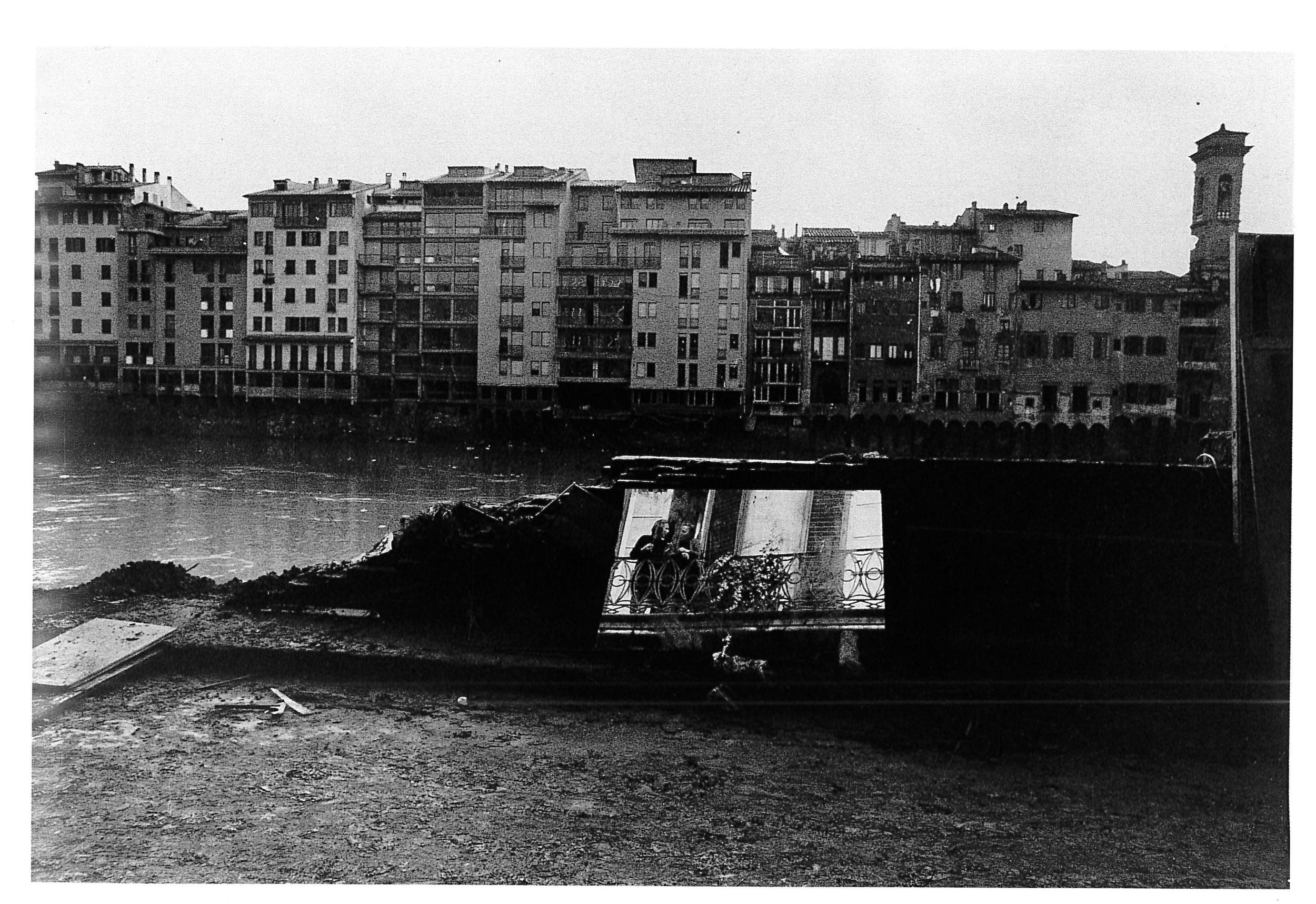 """""""Alluvione a Firenze"""". Firenze, 1966."""