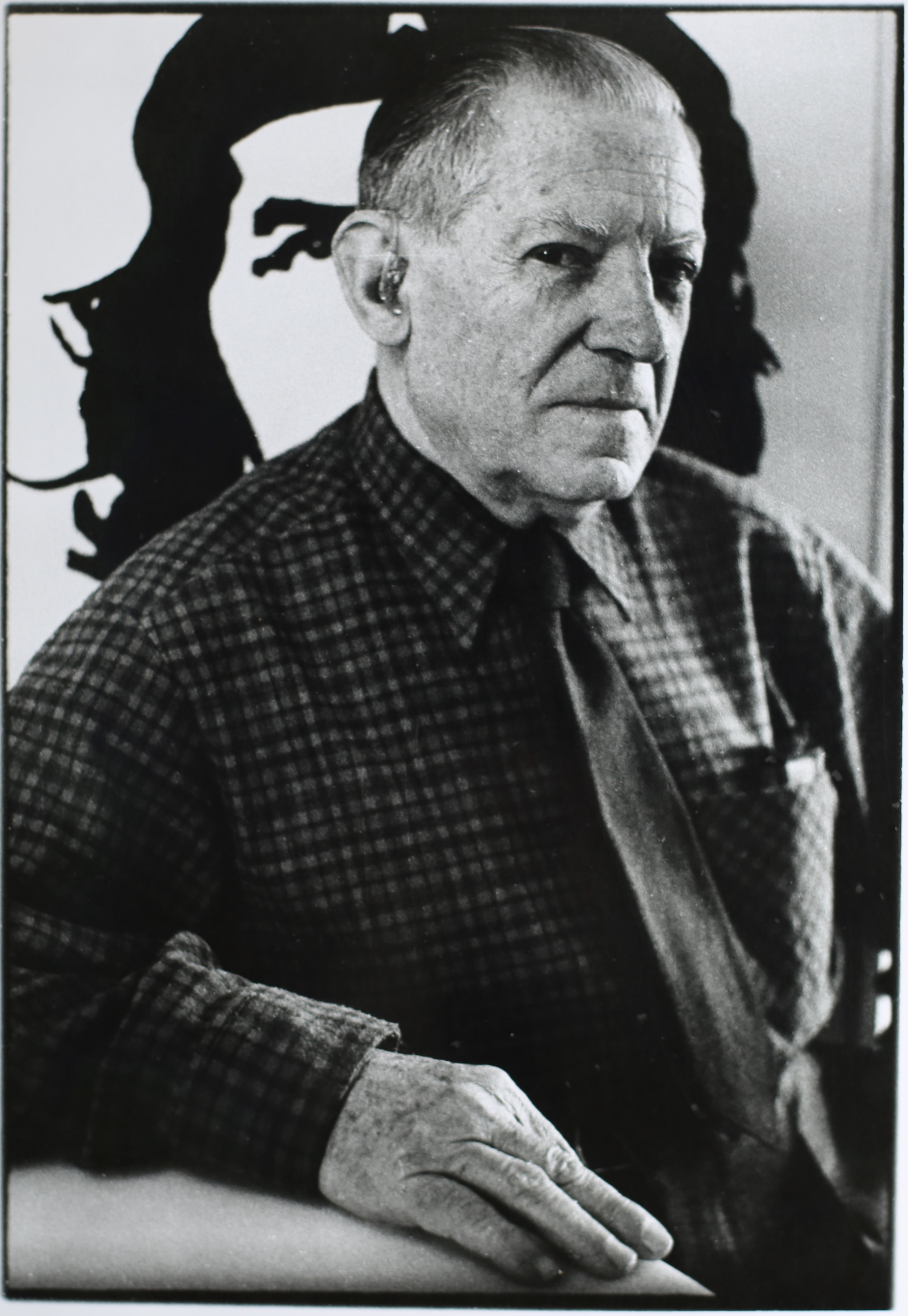 Josep Lloréns Artigas, ceramista collaboratore di Joan Miró. Barcellona, 1972.