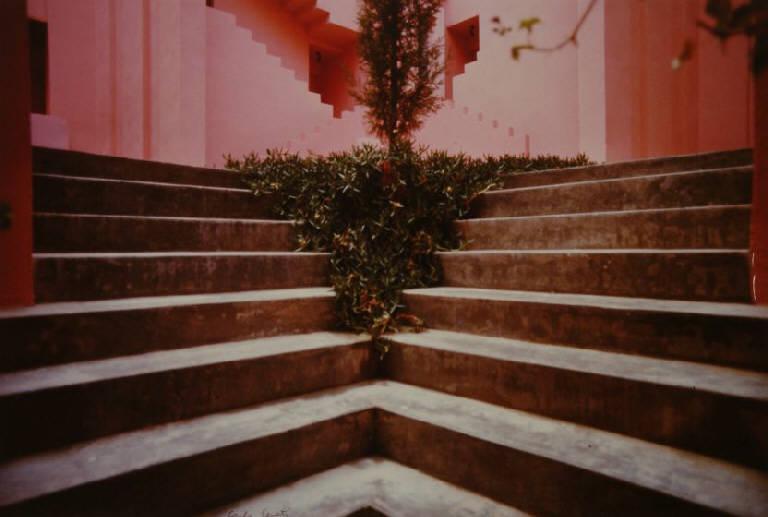 """""""La Manzanera"""": La Muralla Roja di Ricardo Bofill. Alicante, 1976-1984."""