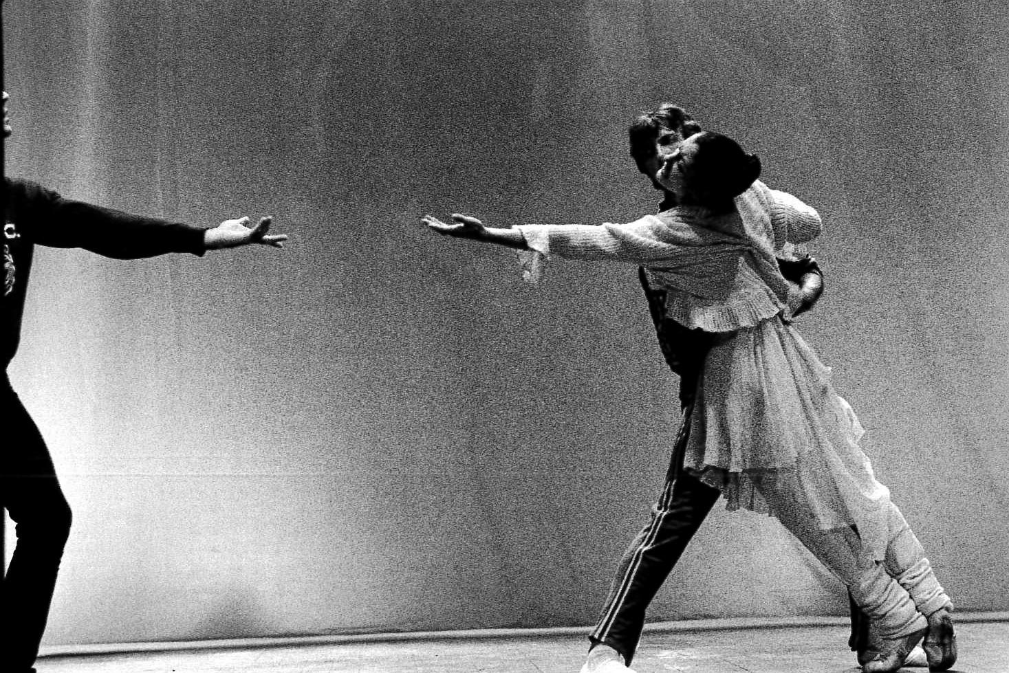 Carla Fracci durante una prova al Teatro Nazionale. Milano, 1979.
