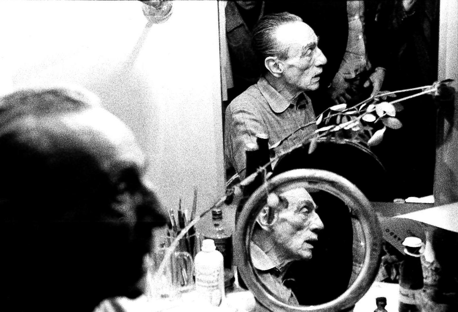 Eduardo de Filippo in camerino al Teatro La Pergola. Firenze, 1974.
