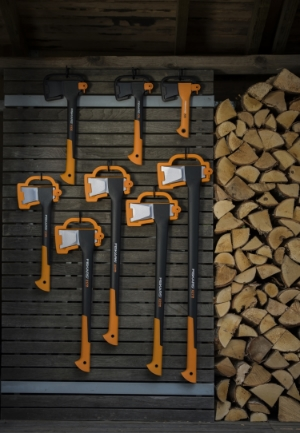Fiskars_Garden_Environmental_X-series_Axes_toolshedwall(1).jpg