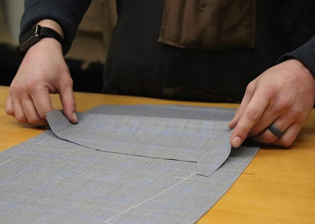 Fabric being rolled to make sure the pattern is matched on both sides before one of our cutters makes his cut • • • #alwaysbefaithfultoquality #handsewn #madeinamerica #menswear #sartorial #suitup #suiting #handmade #tailored #tailoring #gentlemen #bespoke #traditional #custom #chicago #classic #timeless #elegance #craftmanship #styleinspo #mensstyle #mensfashion #quality #gq