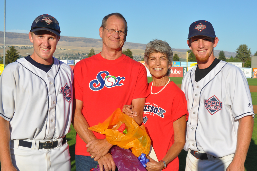 Peter and Rozanne Lind, with 2015 AppleSox players Mitchell Holland and Drew Helmstadter, who lived were the couple's host players a season ago. In 2014, the Linds hosted AppleSox pitcher Ian Buckles.