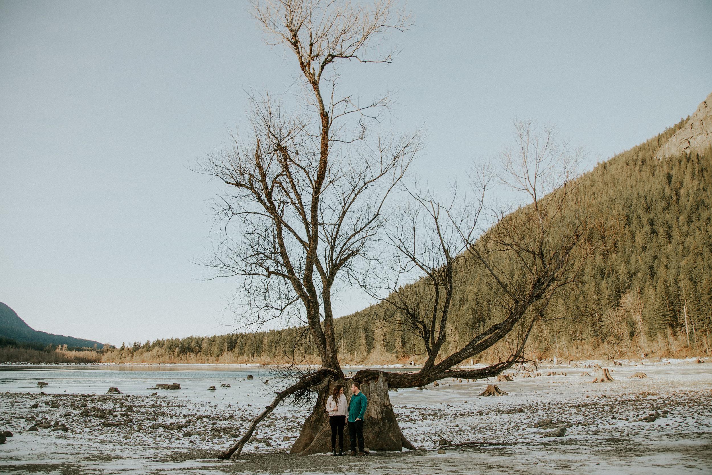 Rattlensnake ridge lake engagement couple hipster in-love pinterest poses