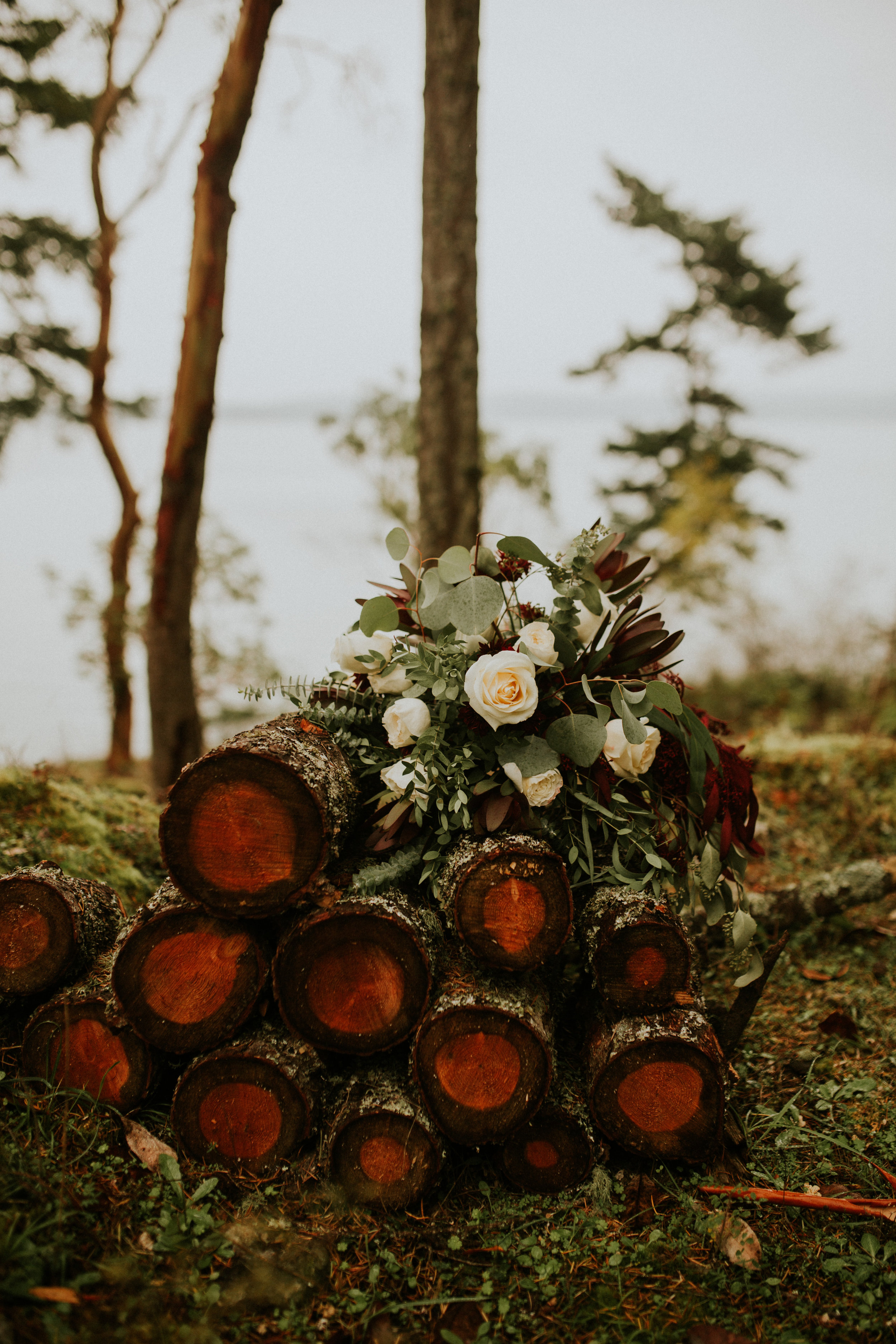Friday-harbor-airbnb-elopement-flowers