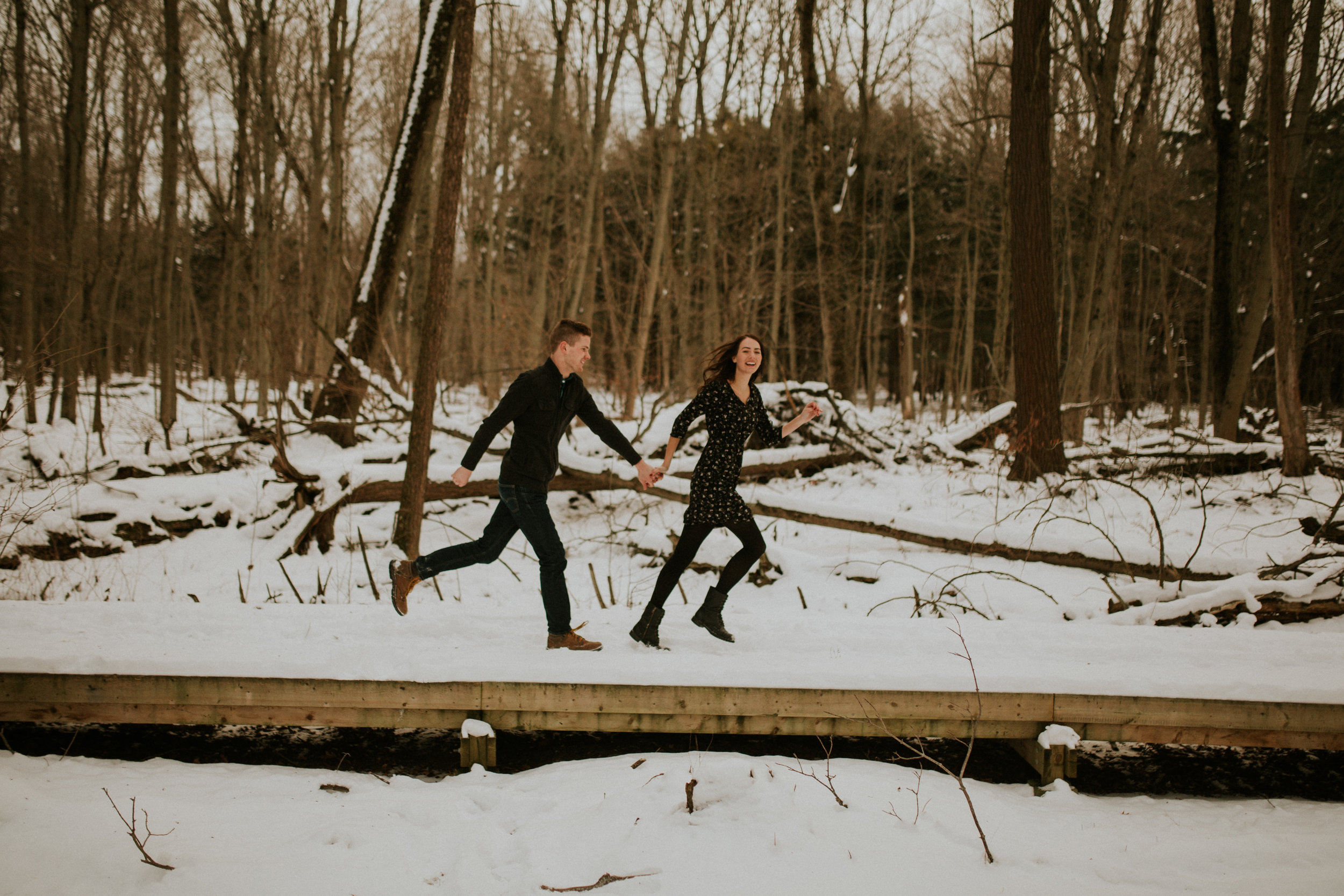 Toronto-presqu'ile-park-engagement-session