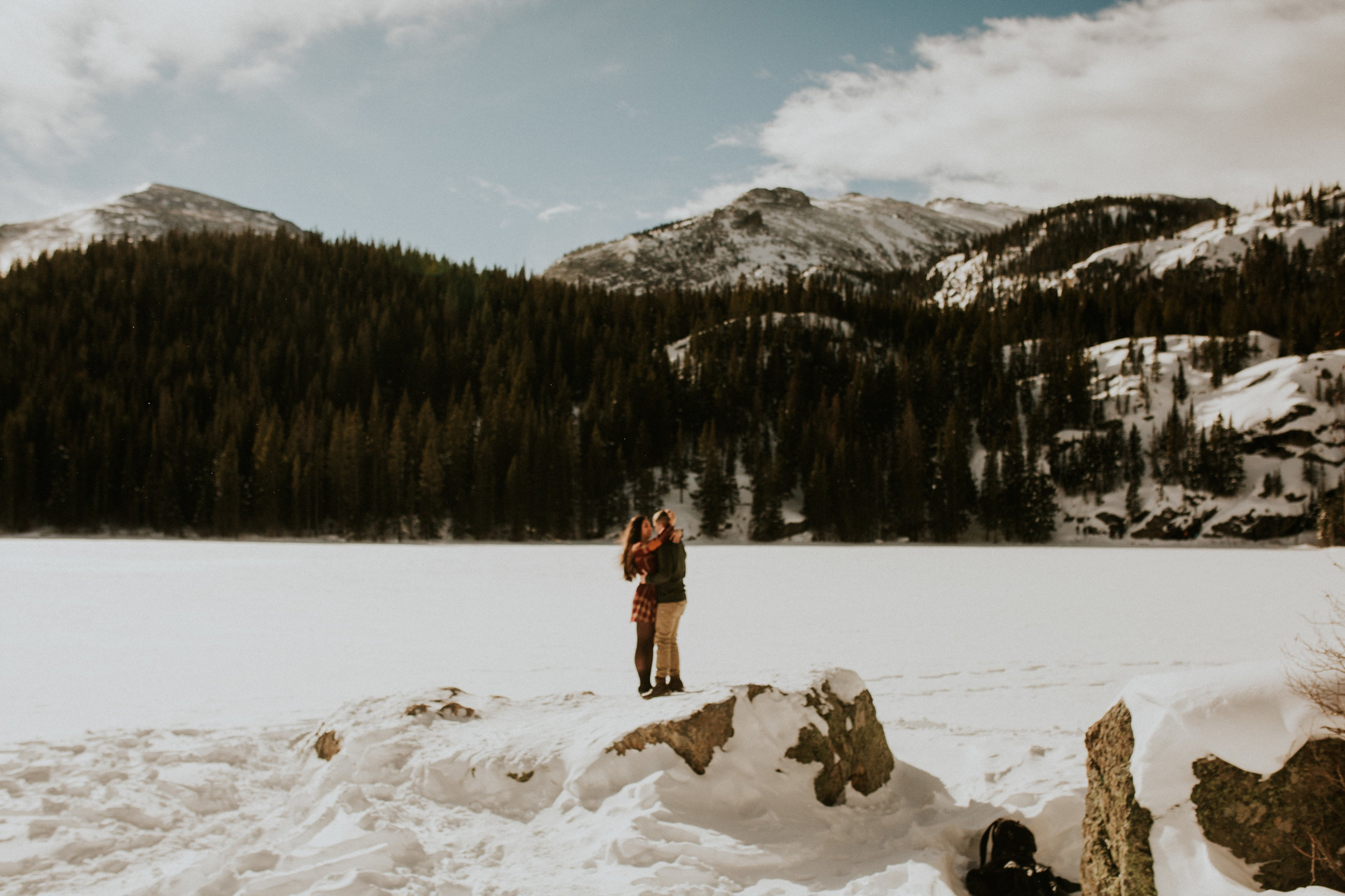snowy-bear-lake-engagement