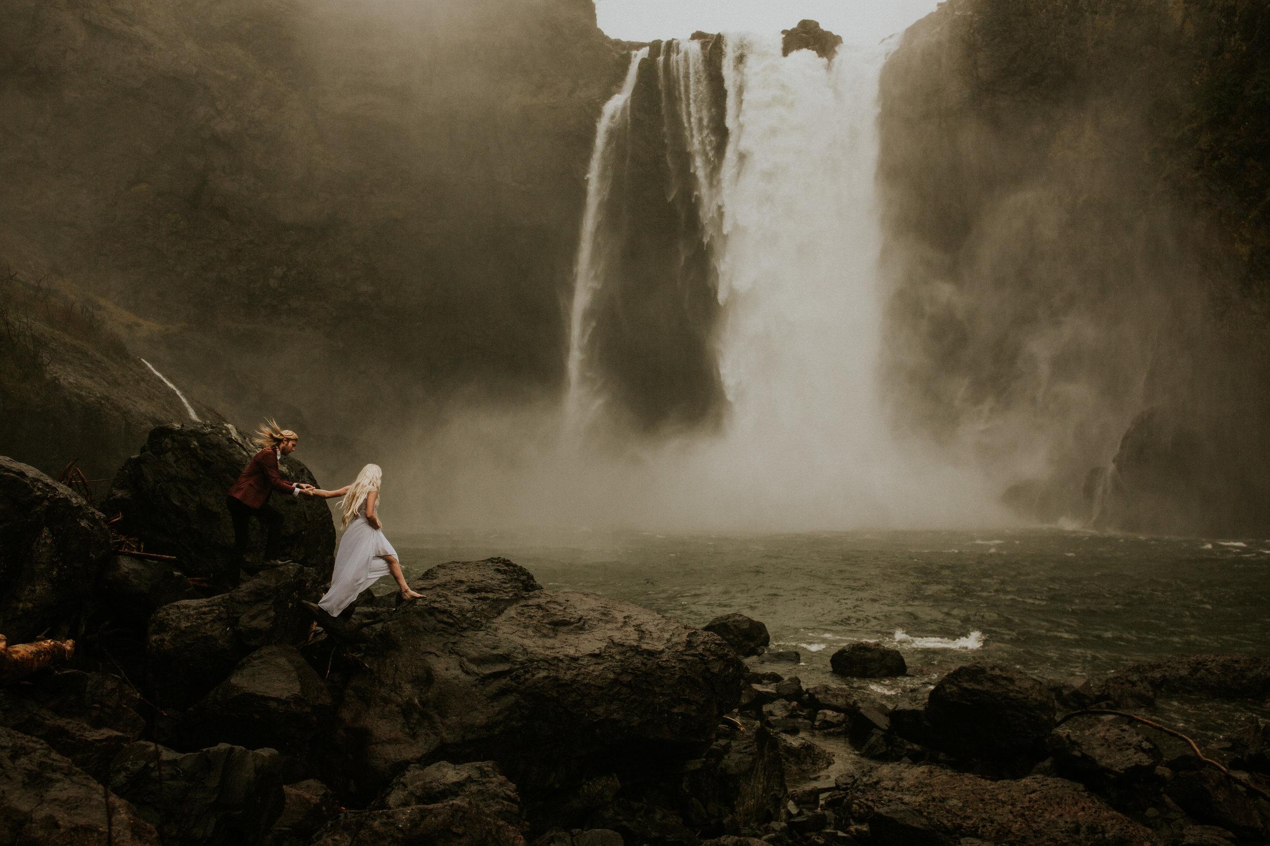 Seattle Wedding photographer snoqualmie falls elopement