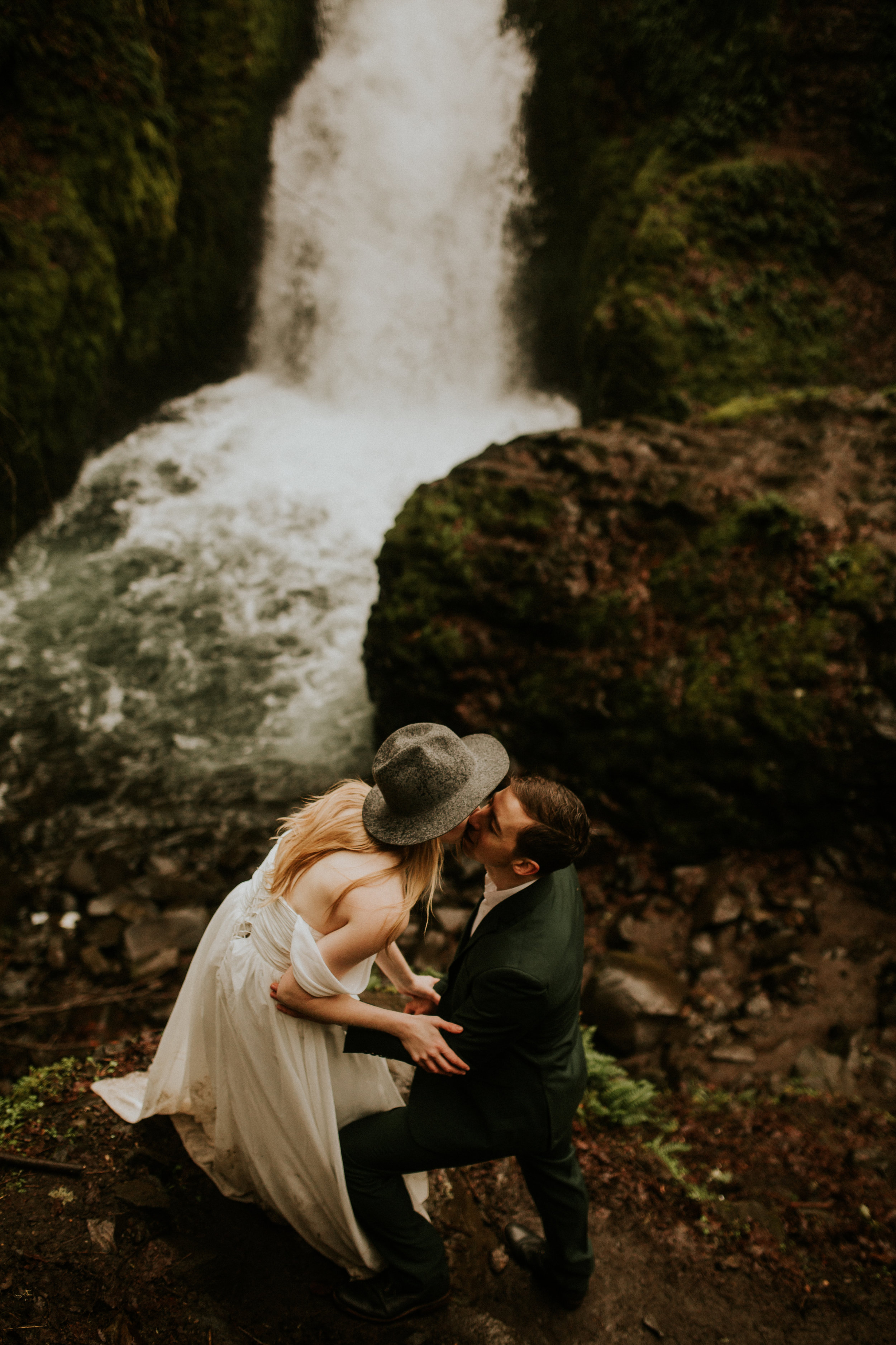 Elope-oregon-portland-bridal-veil-falls-elopement-breeanna-lasher-85.jpg