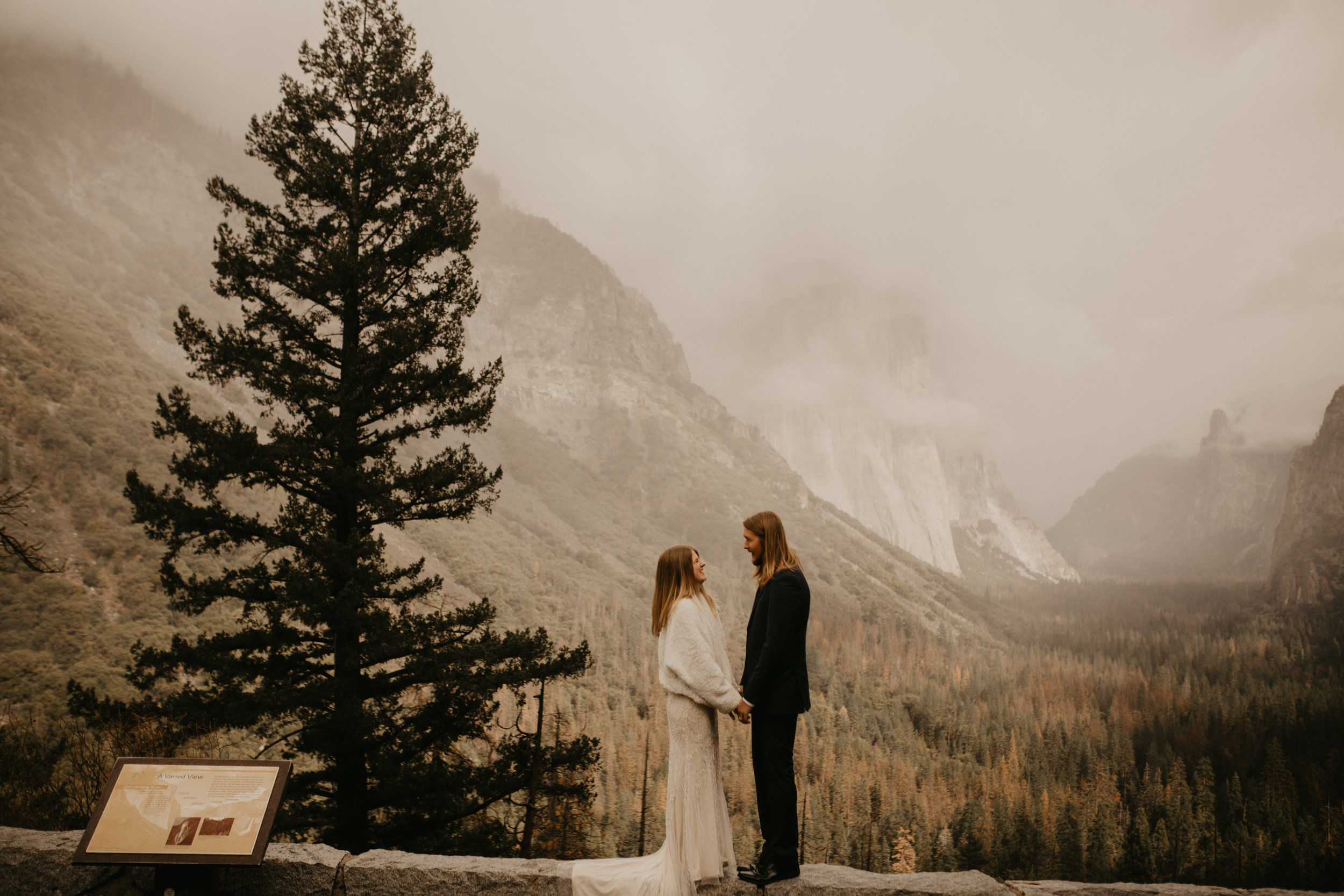 yosemite elopement at tunnel view point