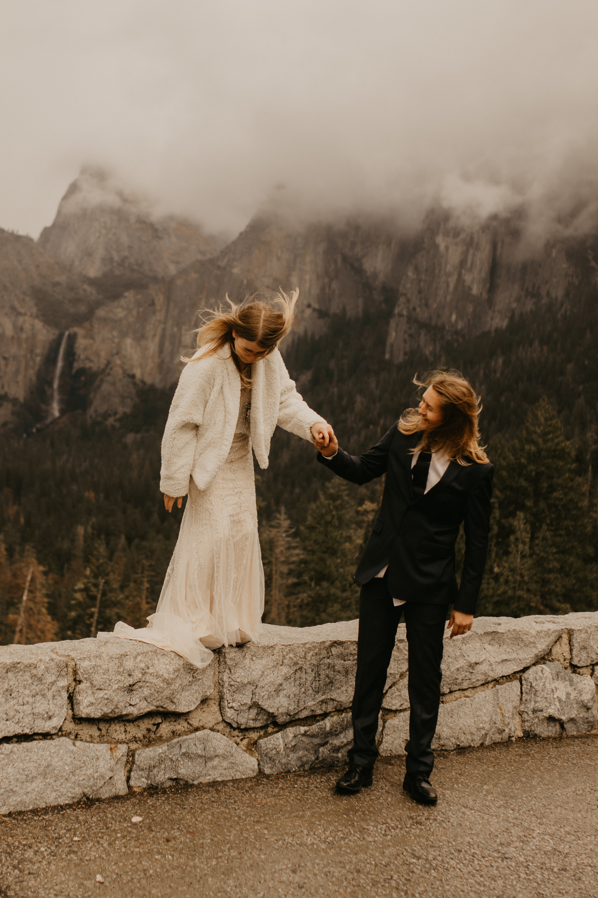 yosemite elopement photography at tunnel view wedding by Breeanna lasher