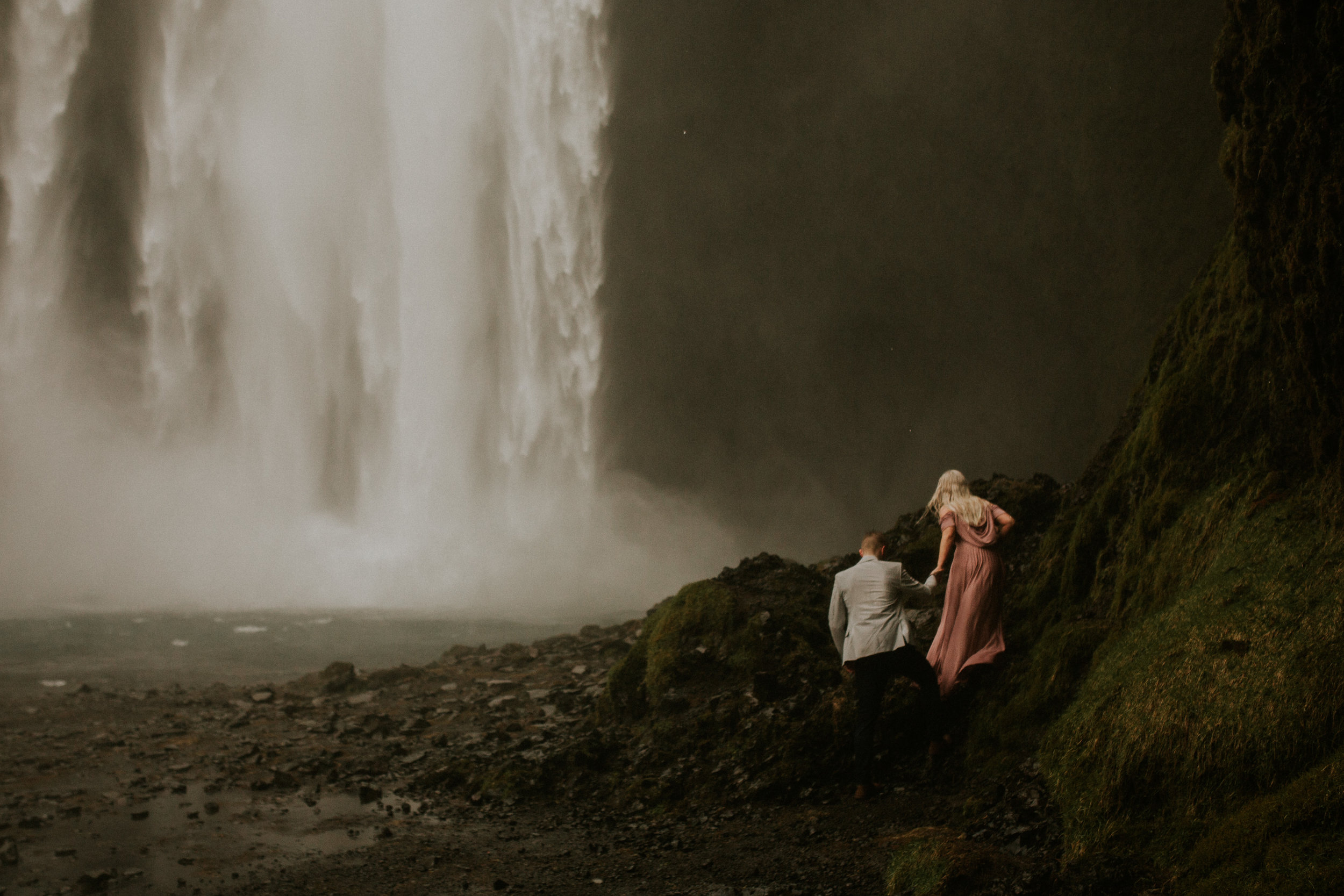 iceland wedding photograpaher breeanna lasher skogafoss