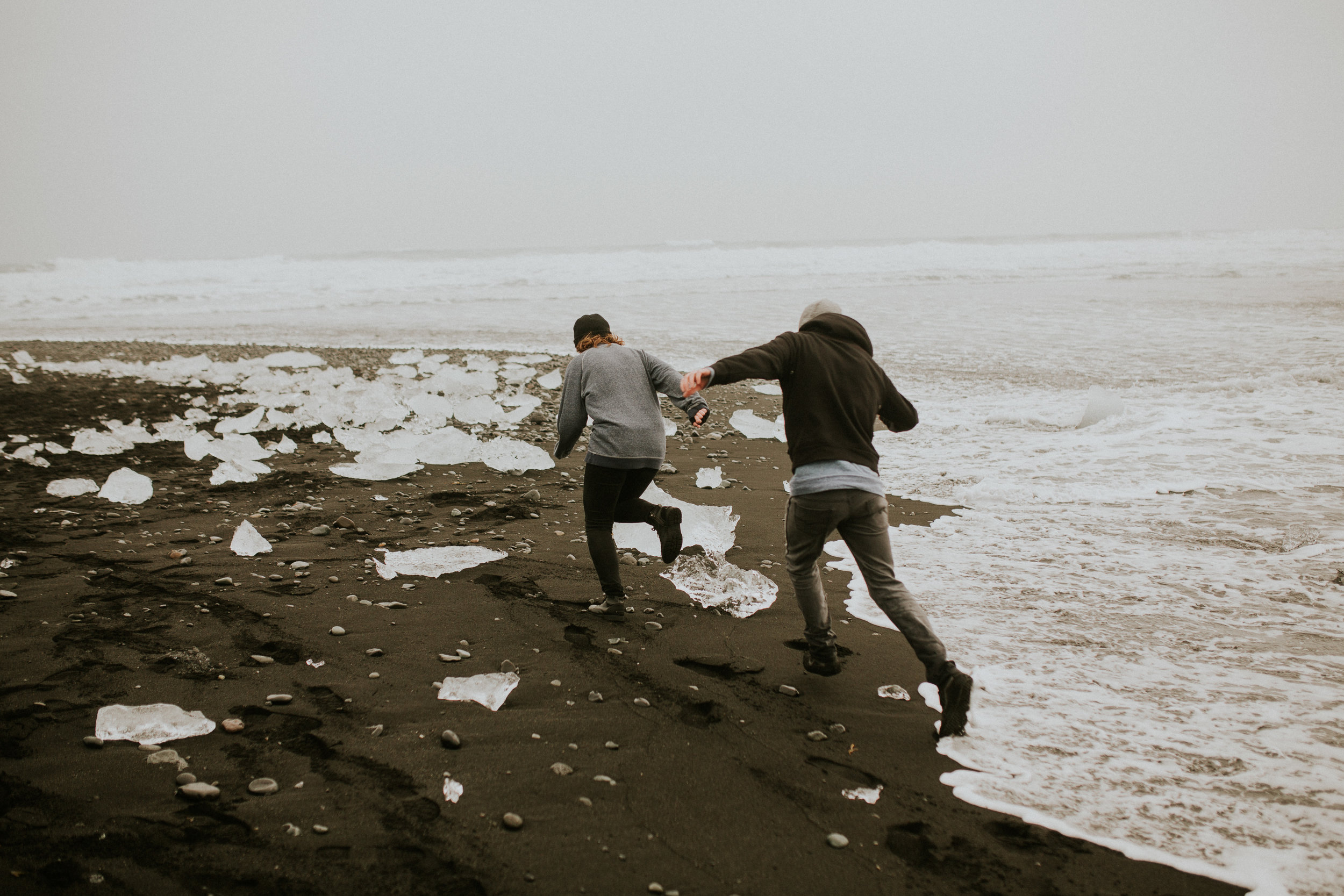 black diomond beach engagement session in iceland photography