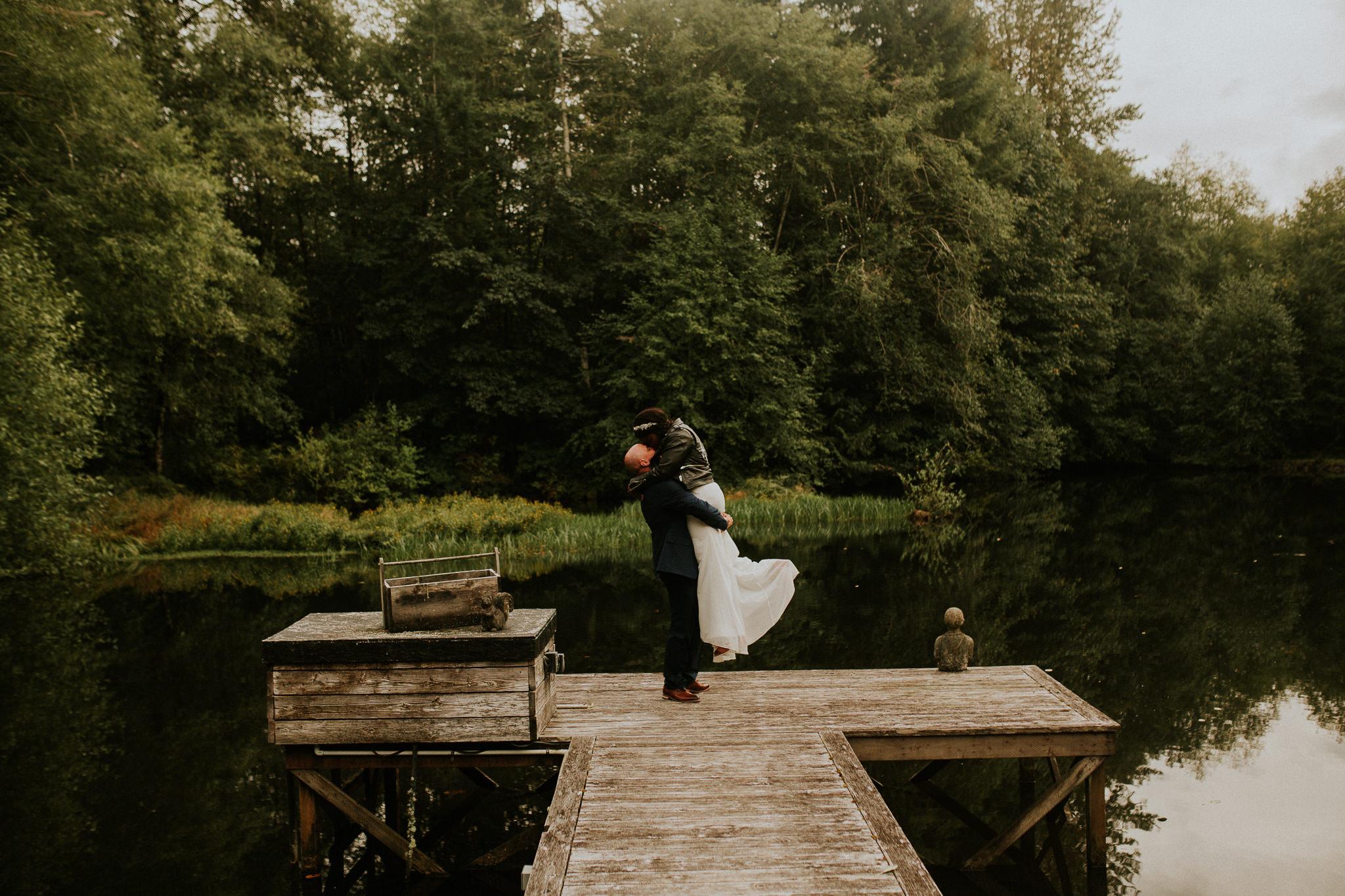 Lakeside-elopement-teasers-33.jpg