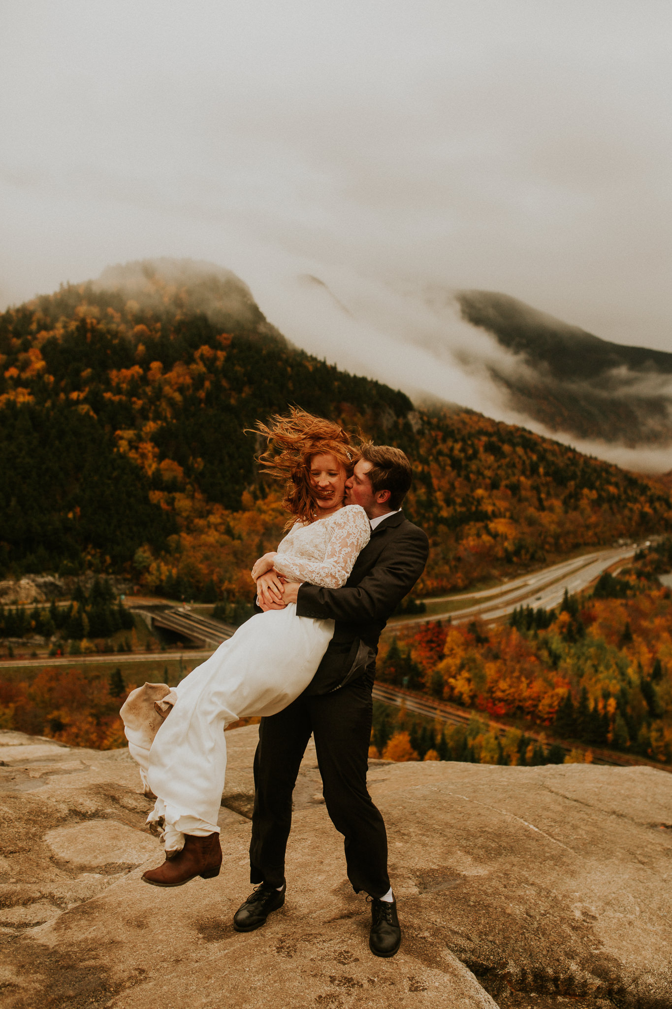 New hampshire elopement in Autumn, the white mountains look beautiful!!