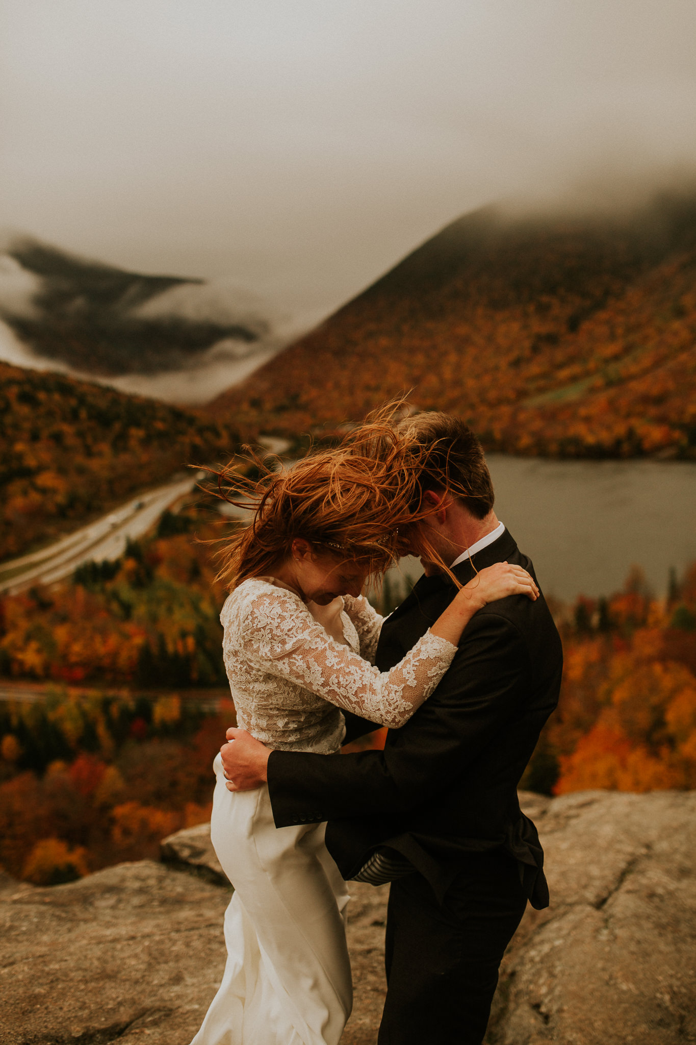 Intimate wedding in the fall. New hampshire elopement in Autumn