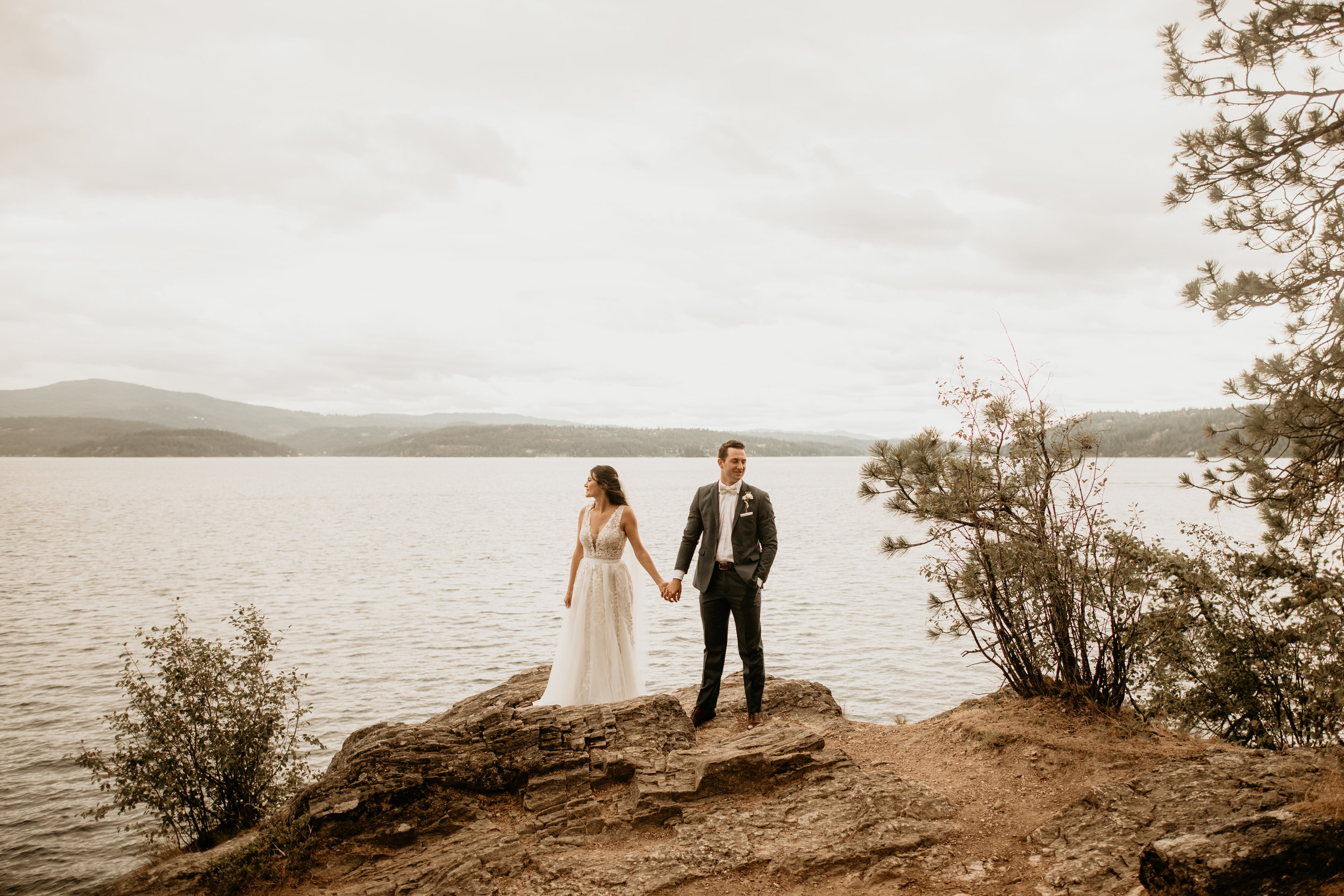 coeur-d'alene-wedding-photography-bride-and-groom-94.jpg