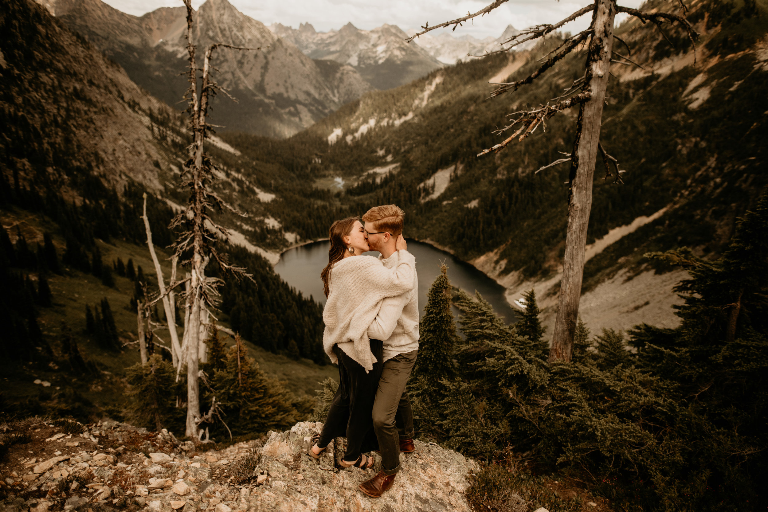 North cascades engagement session - heather maple pass loop engagement photos - north cascade national park engagement photos - mountain engagement photos - mt Baker national park engagement photos - wildflower engagement photos - summer engagement photos - Ann lake engagement photos
